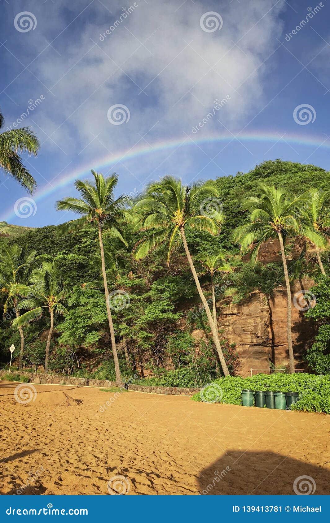 Rainbow over the beach of Hanauma Bay on Oahu, Hawaii