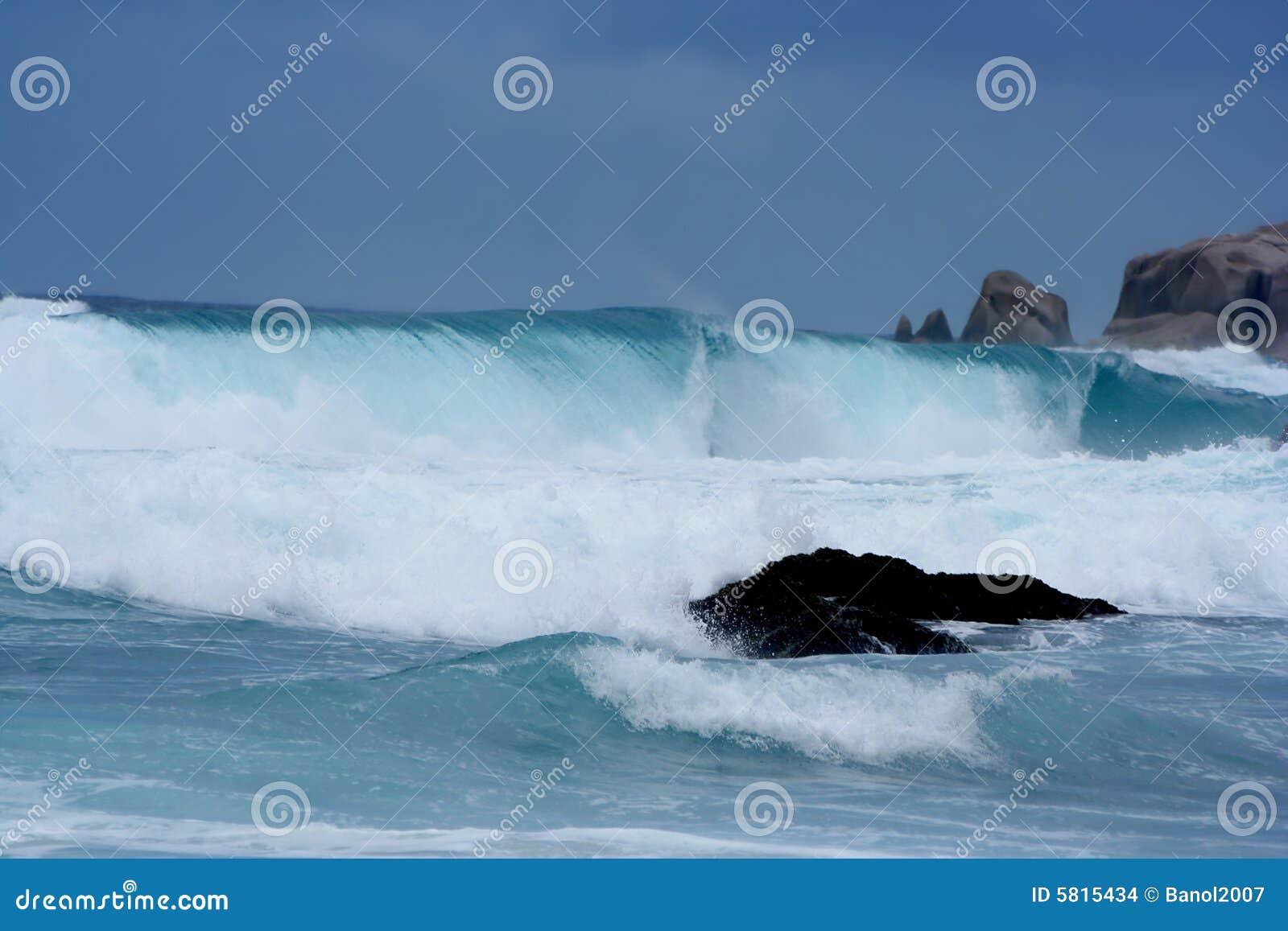 rainstorm  giant waves  tsunami close