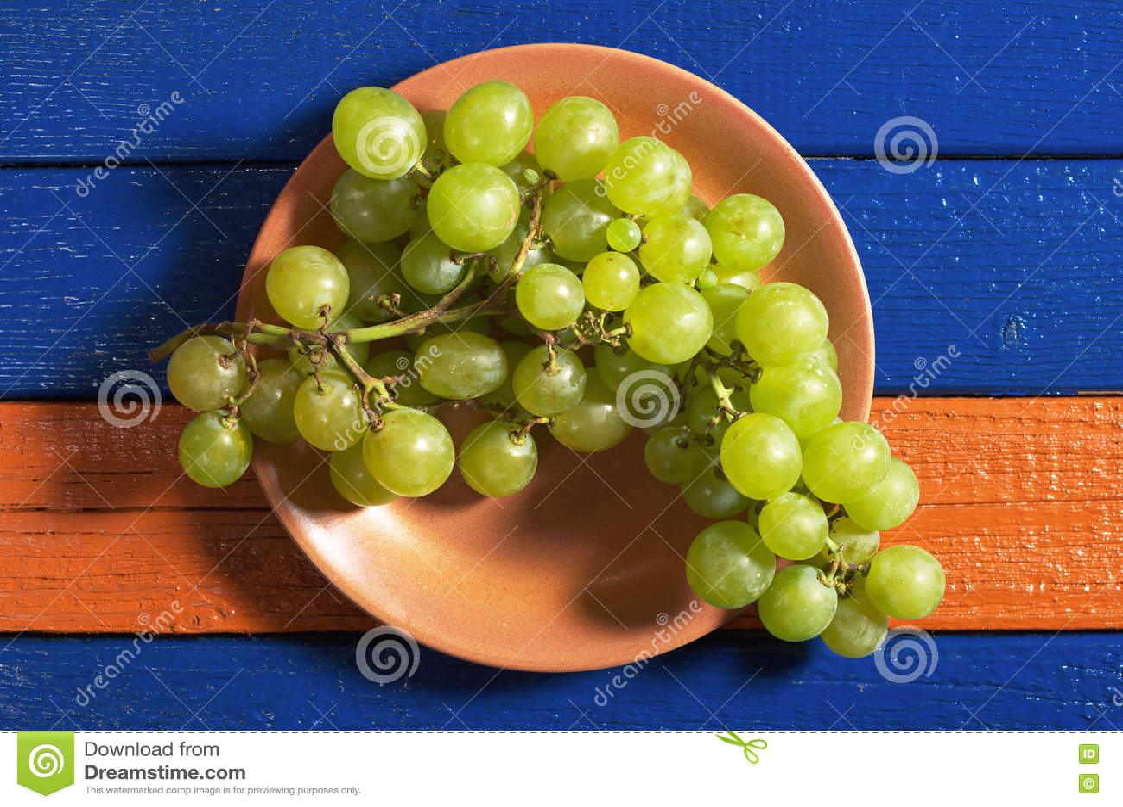 Raisins dans la plaque