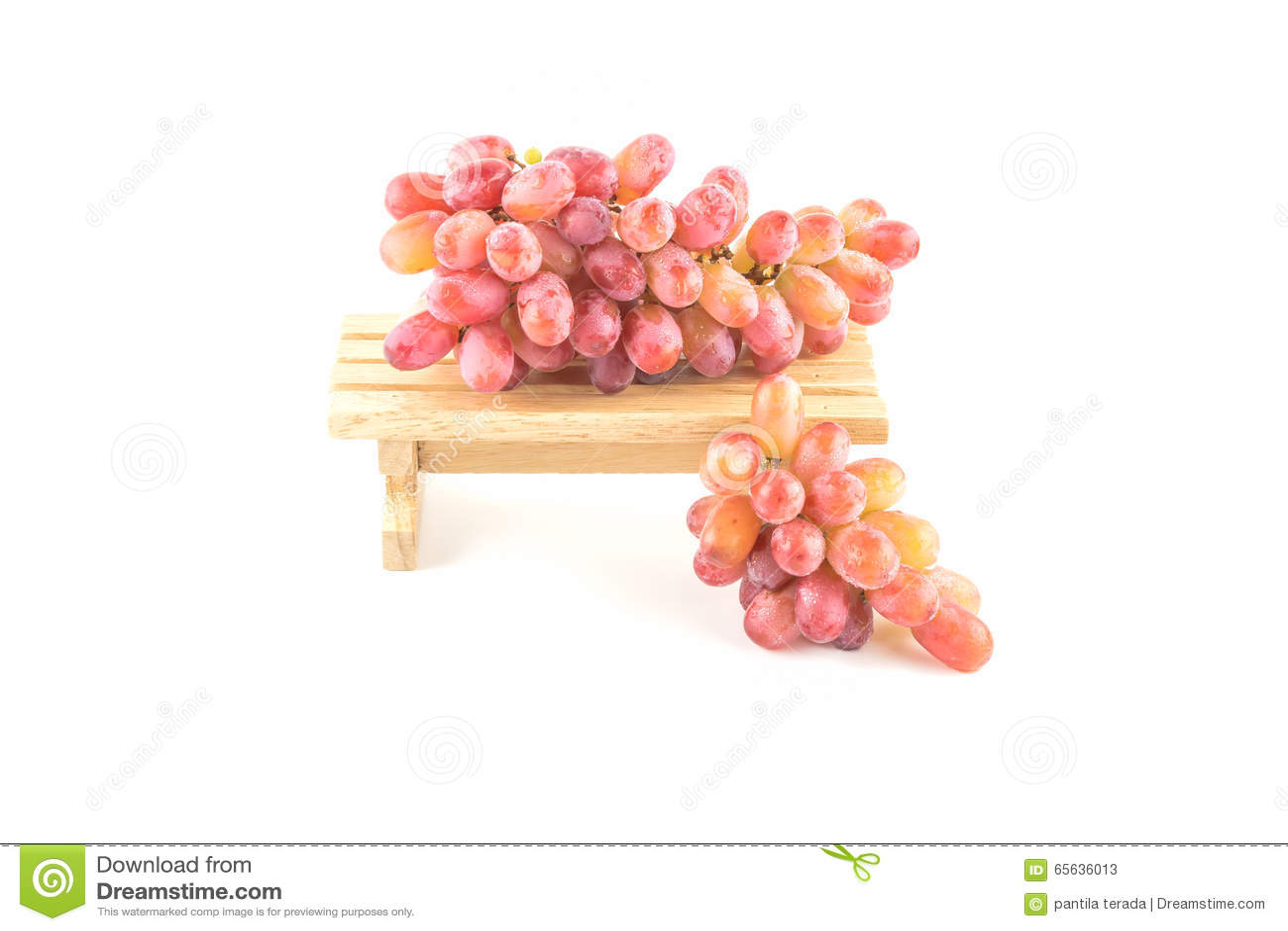 Raisins savoureux sur en bois