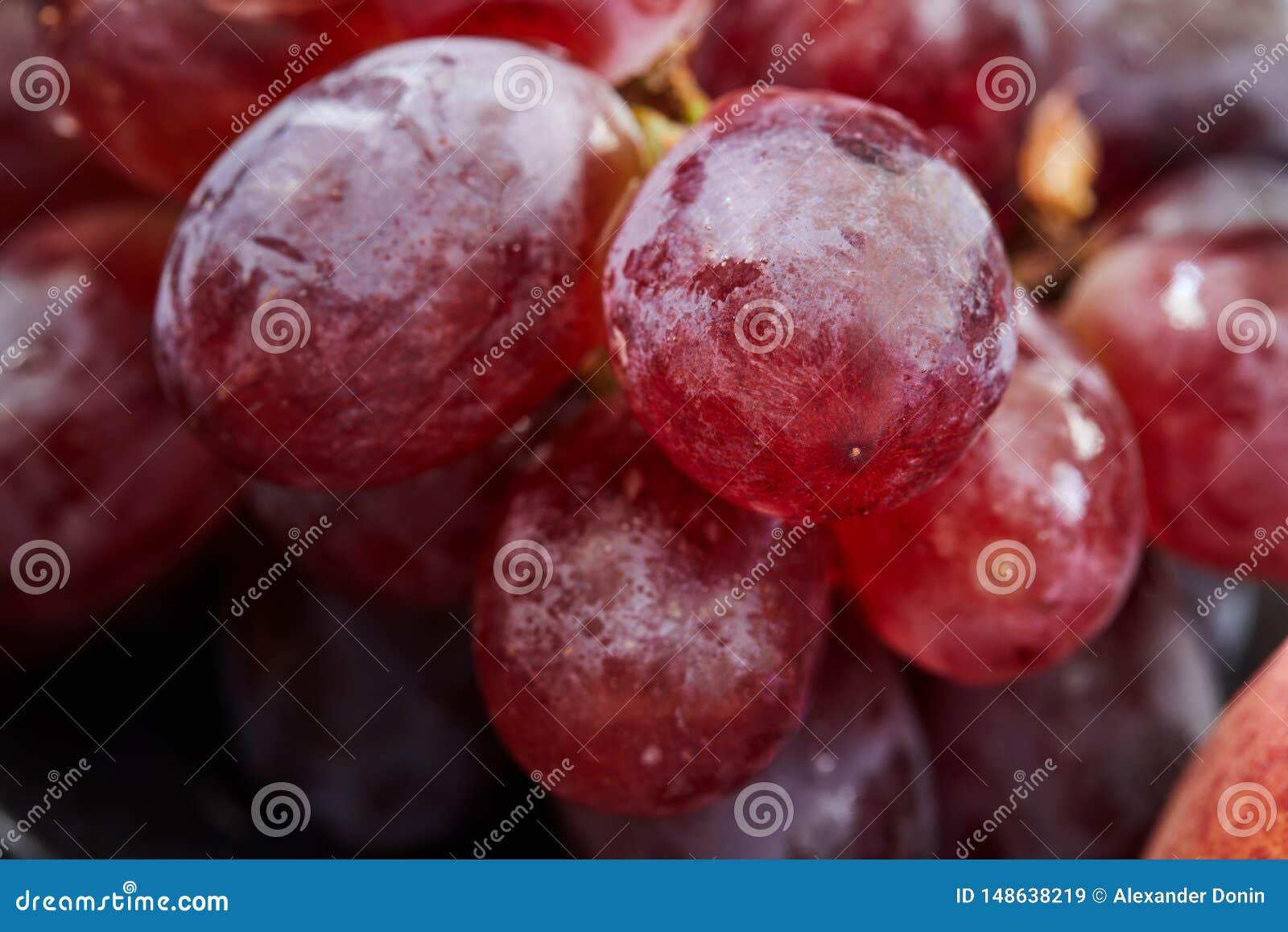 Raisins sur un fond fonc?