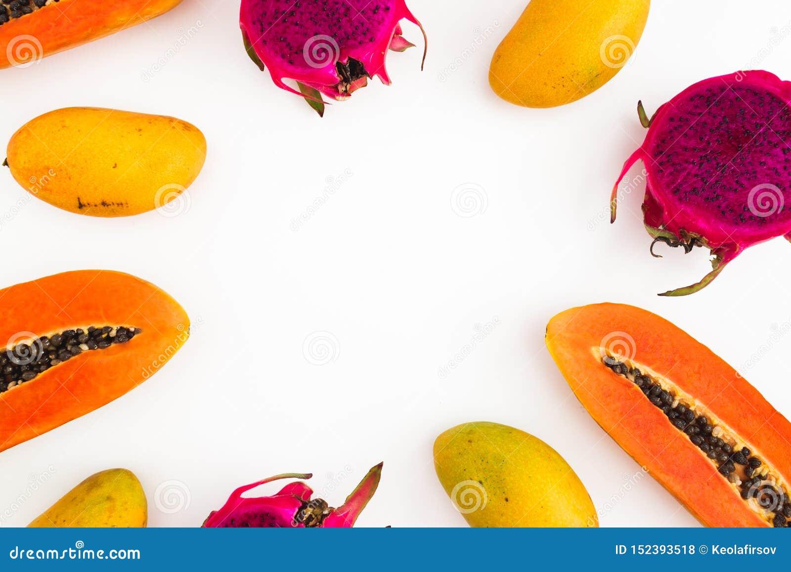Rama melonowa, mango i smoka owoc na białym tle, Mieszkanie nieatutowy Odg?rny widok owoce tropikalne