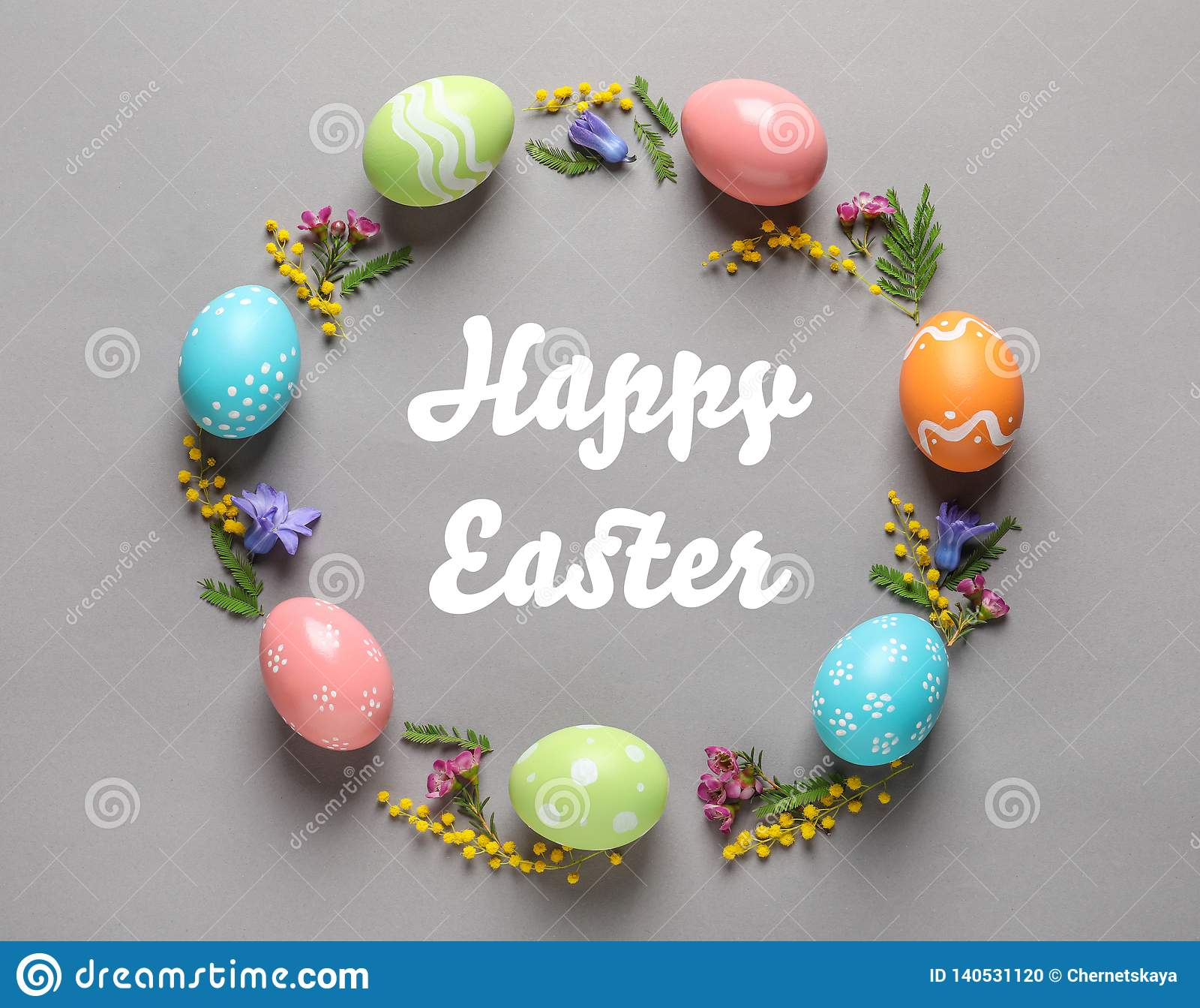 Rama robić kolorowi malujący jajka i tekst Szczęśliwa wielkanoc na koloru tle