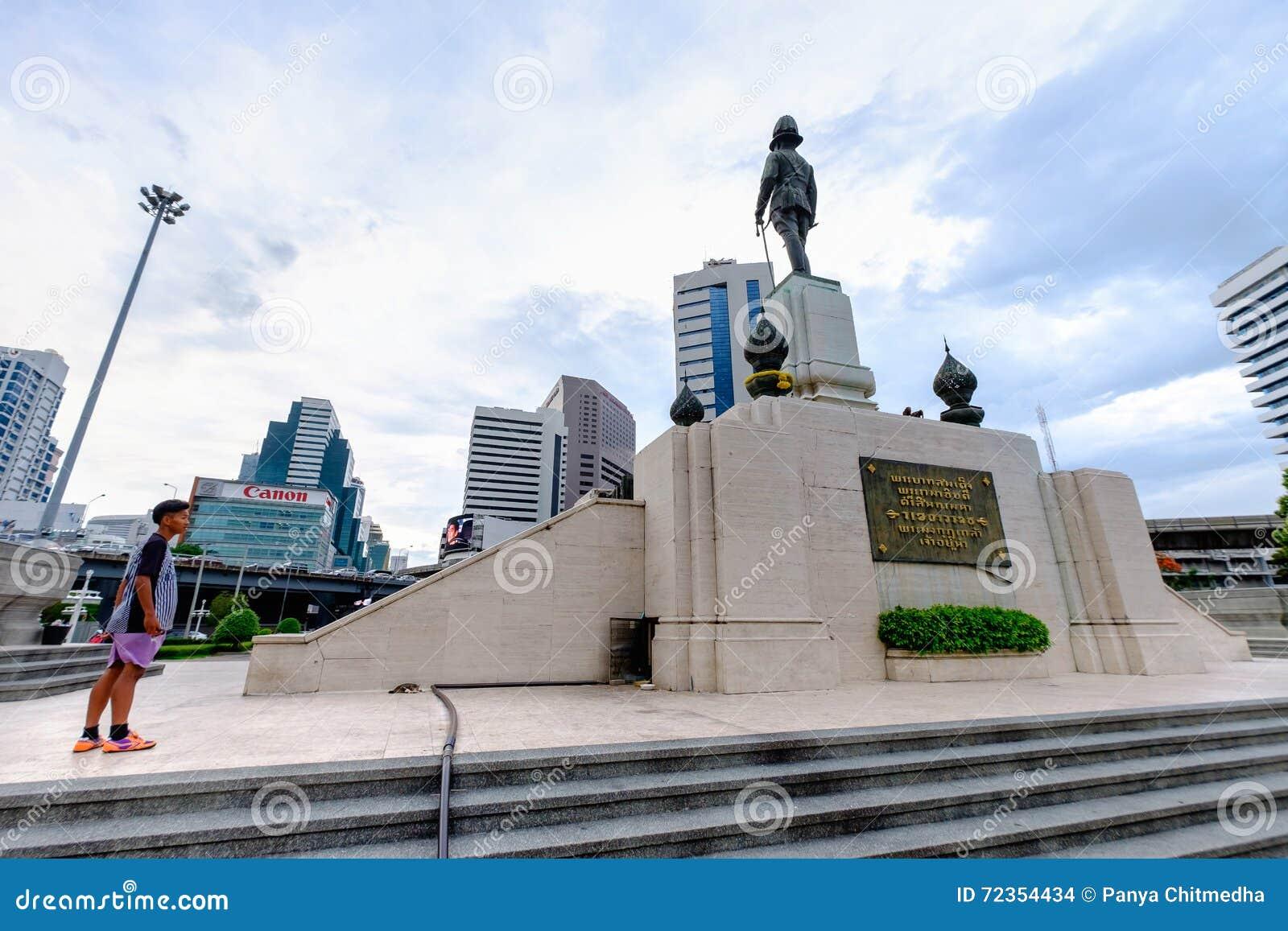 RAMA VI国王的在Lumpini公园前面的纪念碑