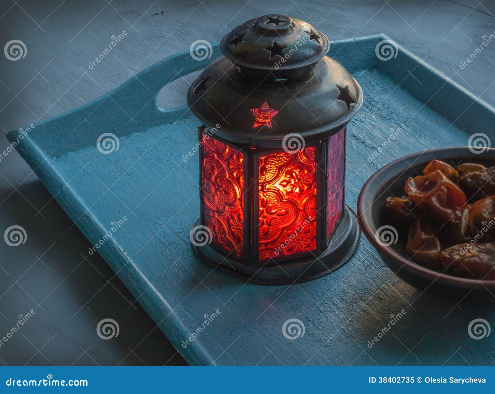 Ramadanlamp- och datumstilleben