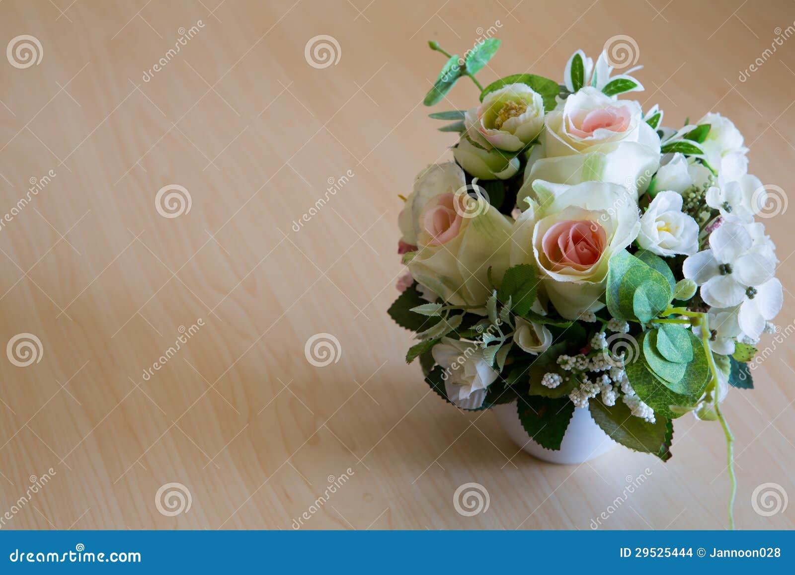 Ramalhete bonito de flores artificiais