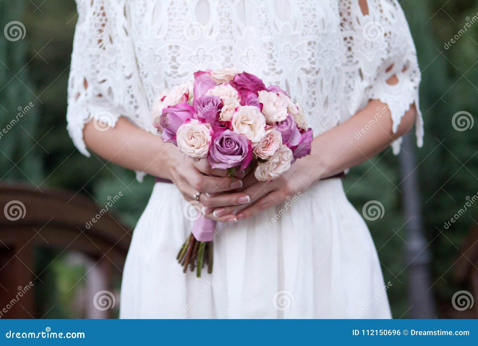 Ramalhete bonito do casamento para a noiva