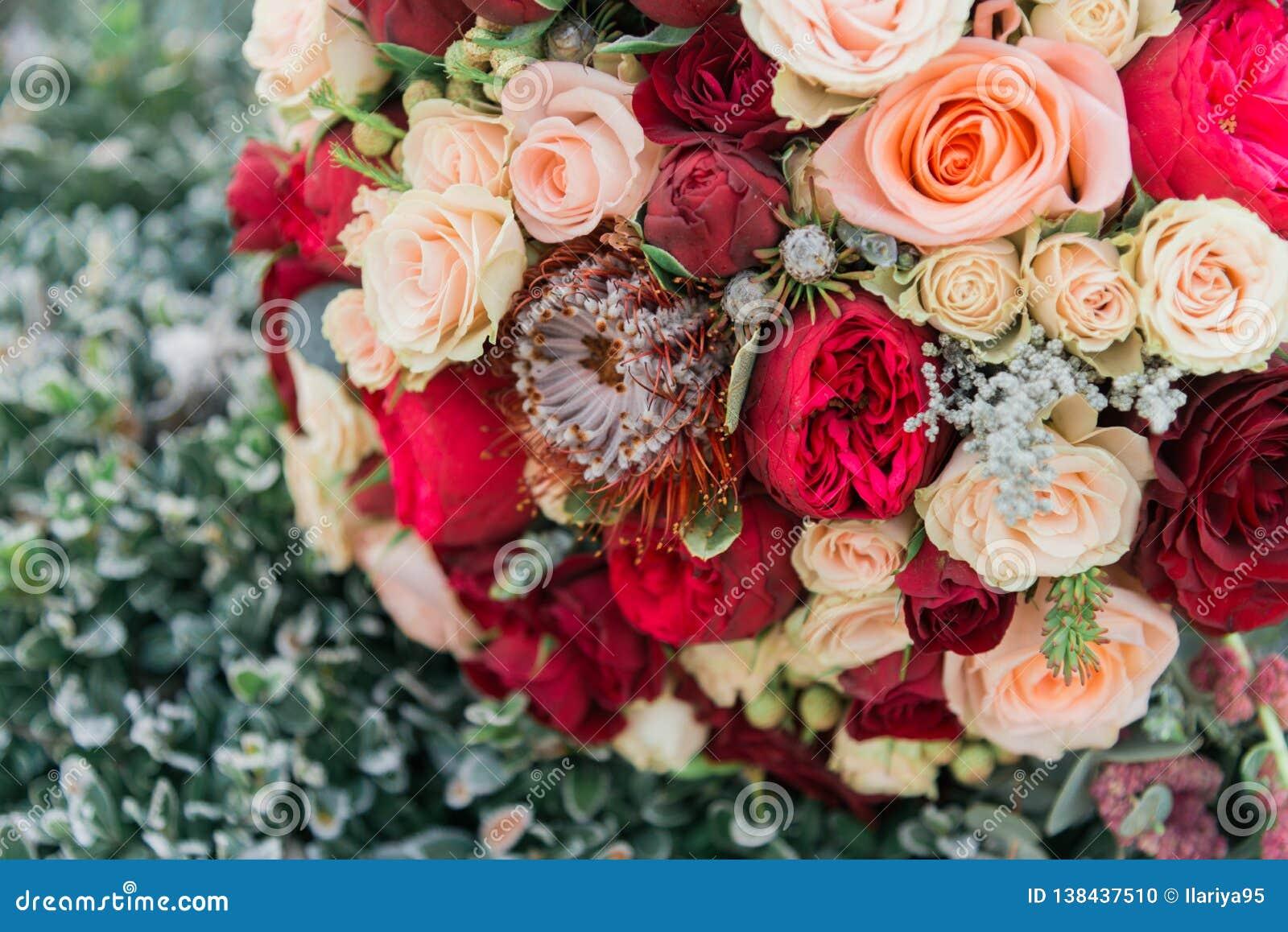 Ramalhete das flores O bride& x27; ramalhete de s Ramalhete nupcial Floristics