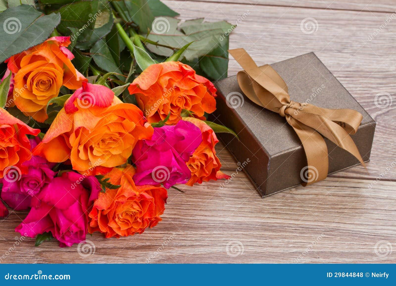 Ramalhete das rosas com caixa de presente