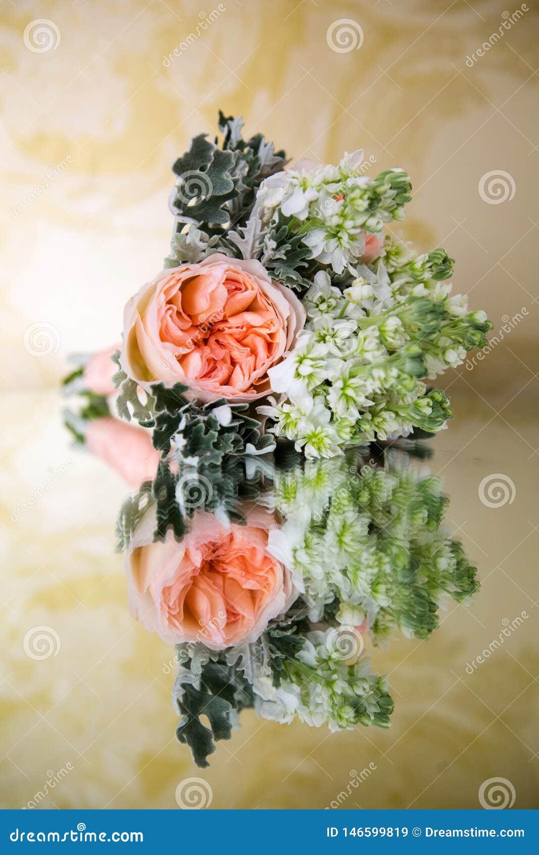 Ramalhete de peonies cor-de-rosa