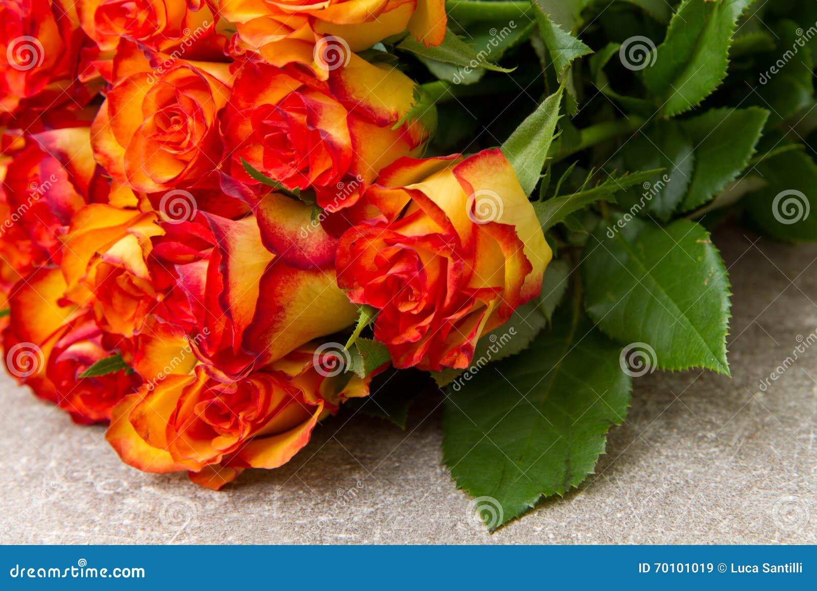 Ramalhete De Rosas Amarelas E Vermelhas Imagem De Stock Imagem De