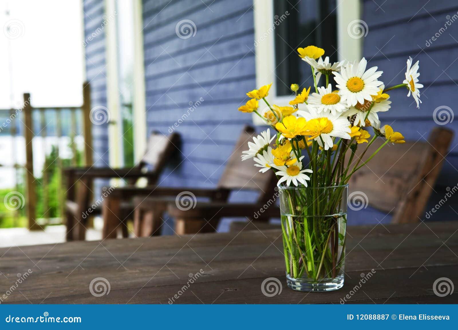 Ramalhete dos Wildflowers na casa de campo