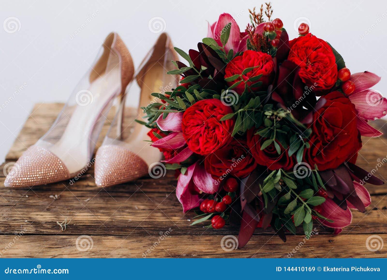 Ramalhete vermelho do casamento