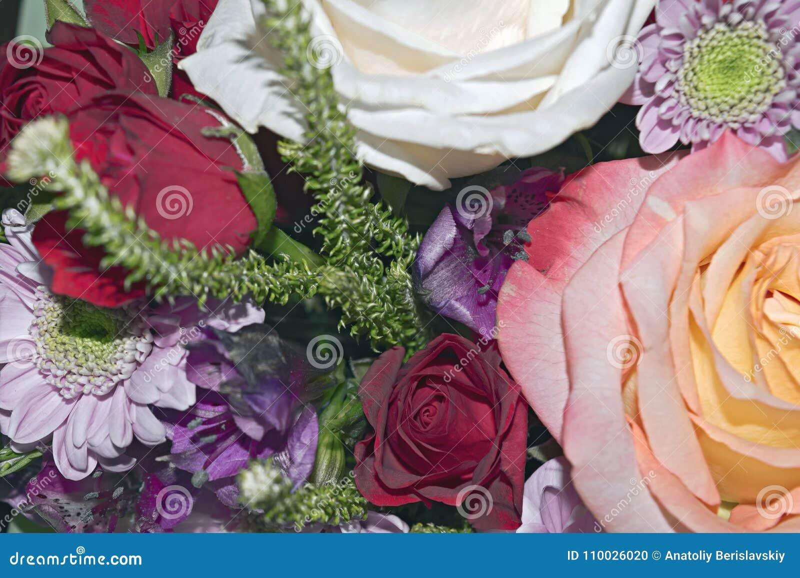 Ramalhete vivo bonito de flores misturadas