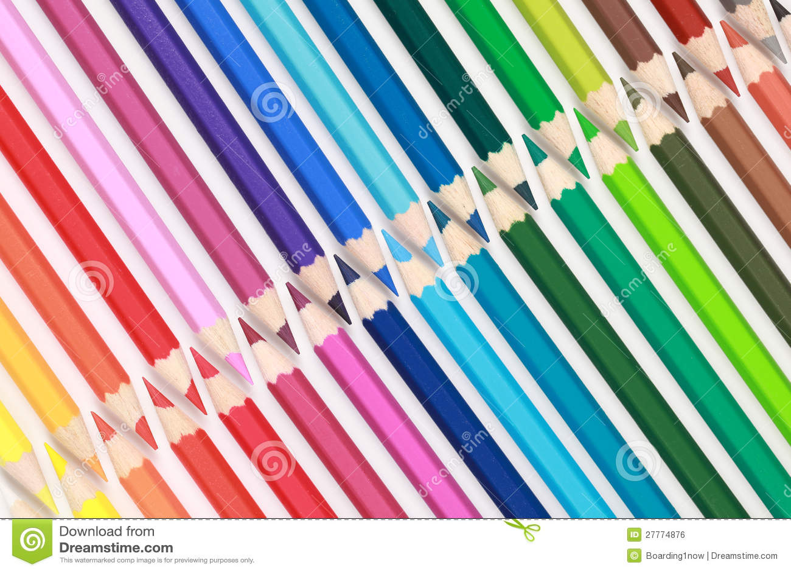 Ramassage de crayons de couleur