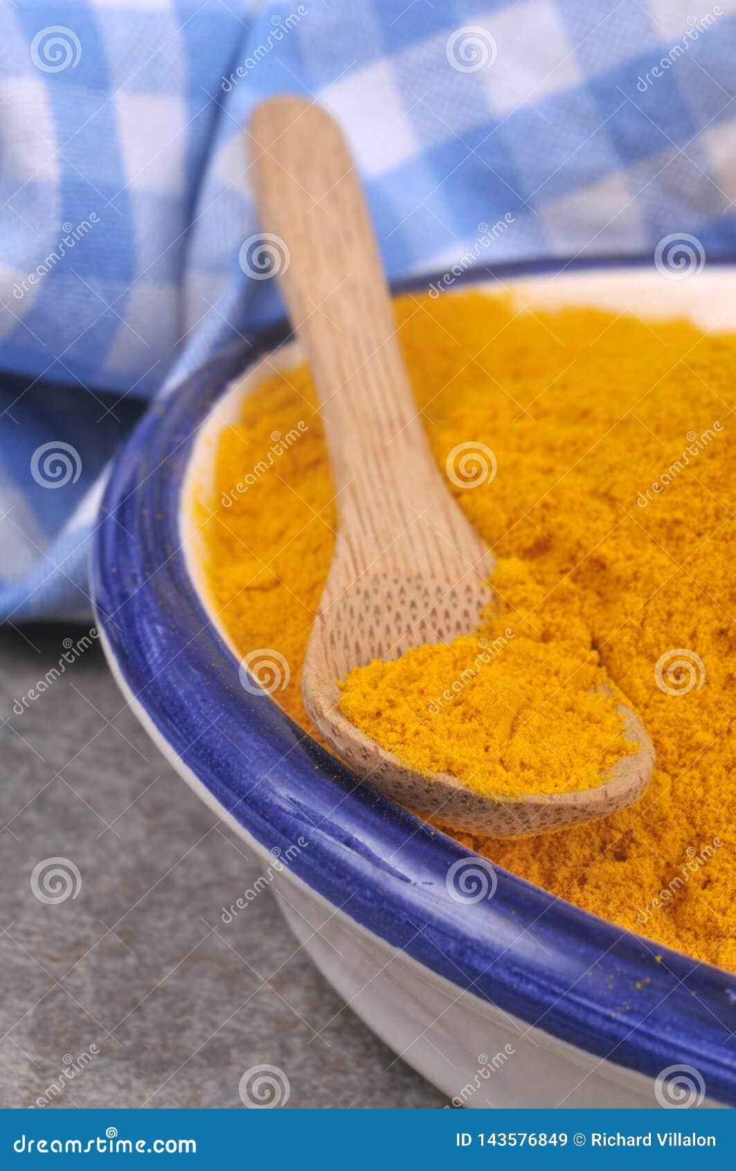 Ramekin curry ego proszek zamknięty w górę
