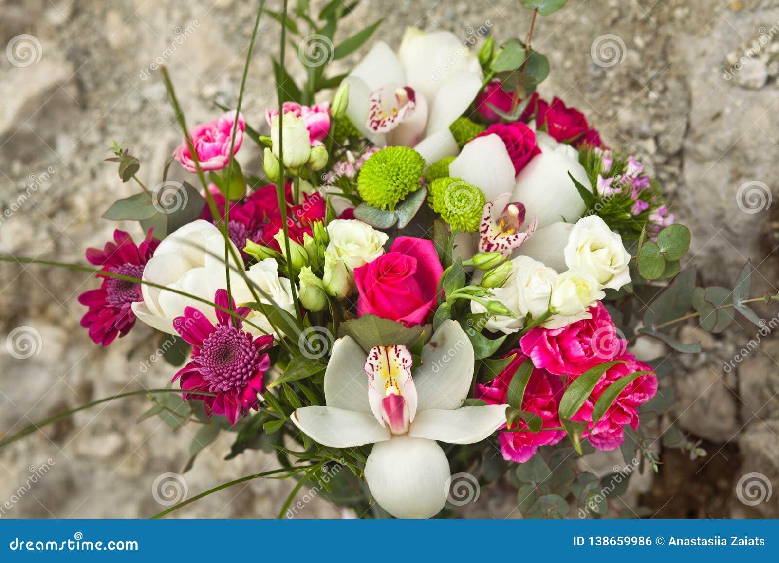 Ramo blanco y rosado de la boda