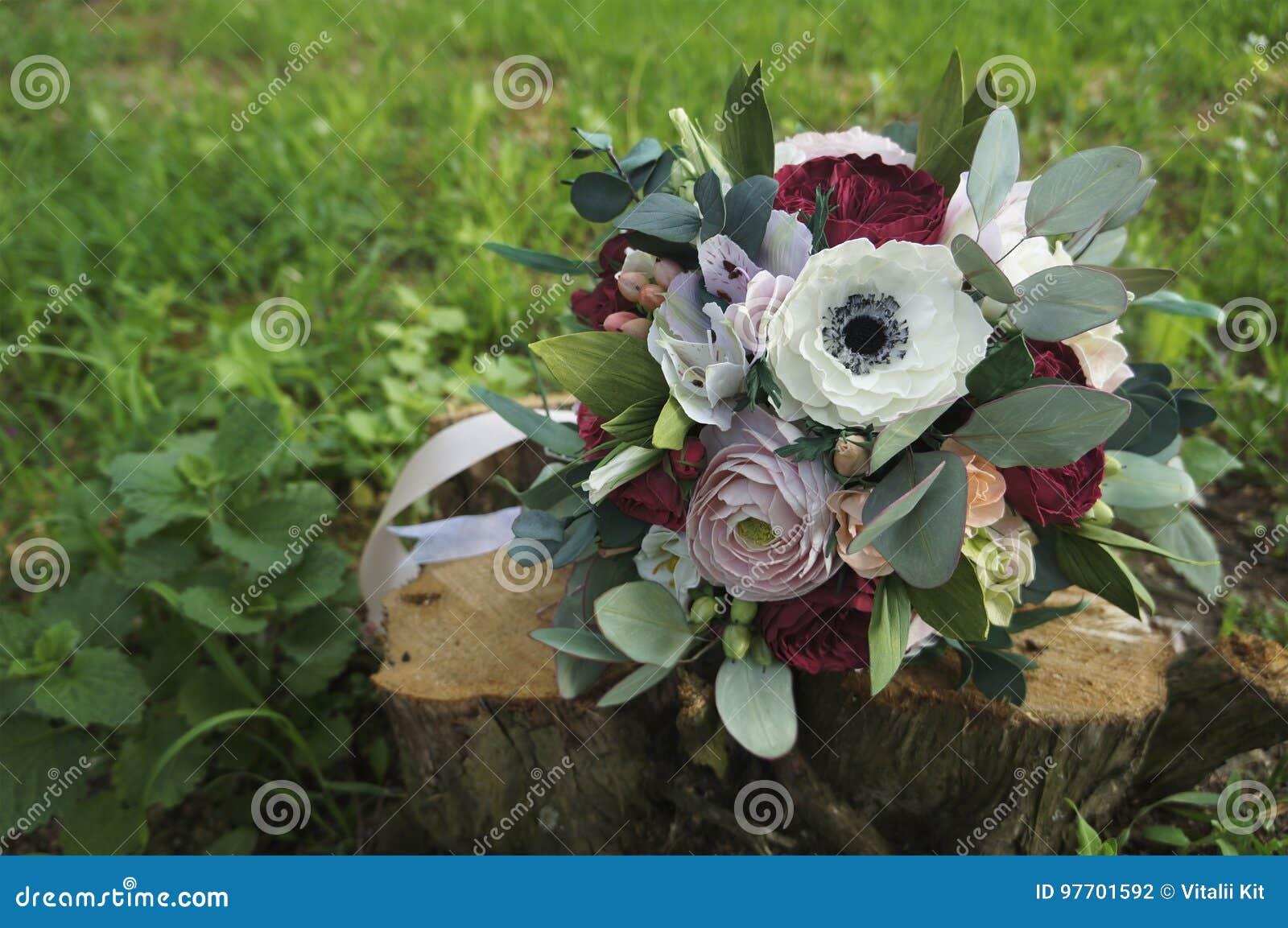 daefb40563c Flores artificiales hechas del caucho de esponja Ramo para la novia Espuma-Irán  Ramo colorido hermoso de la boda Foamiran hecho a mano de la tela de la flor  ...