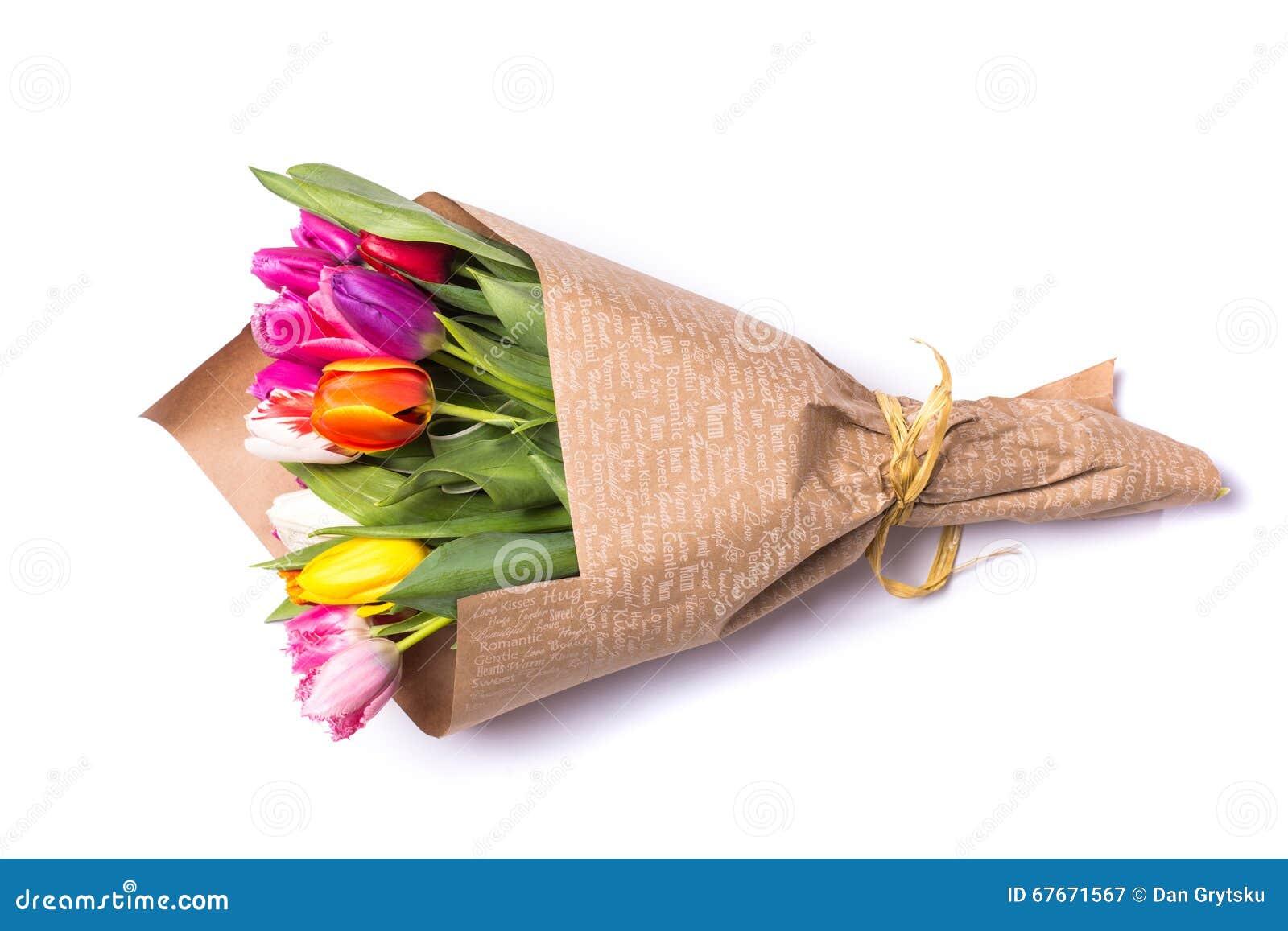 Ramo De Flores De Los Tulipanes De La Primavera Envueltas En Papel