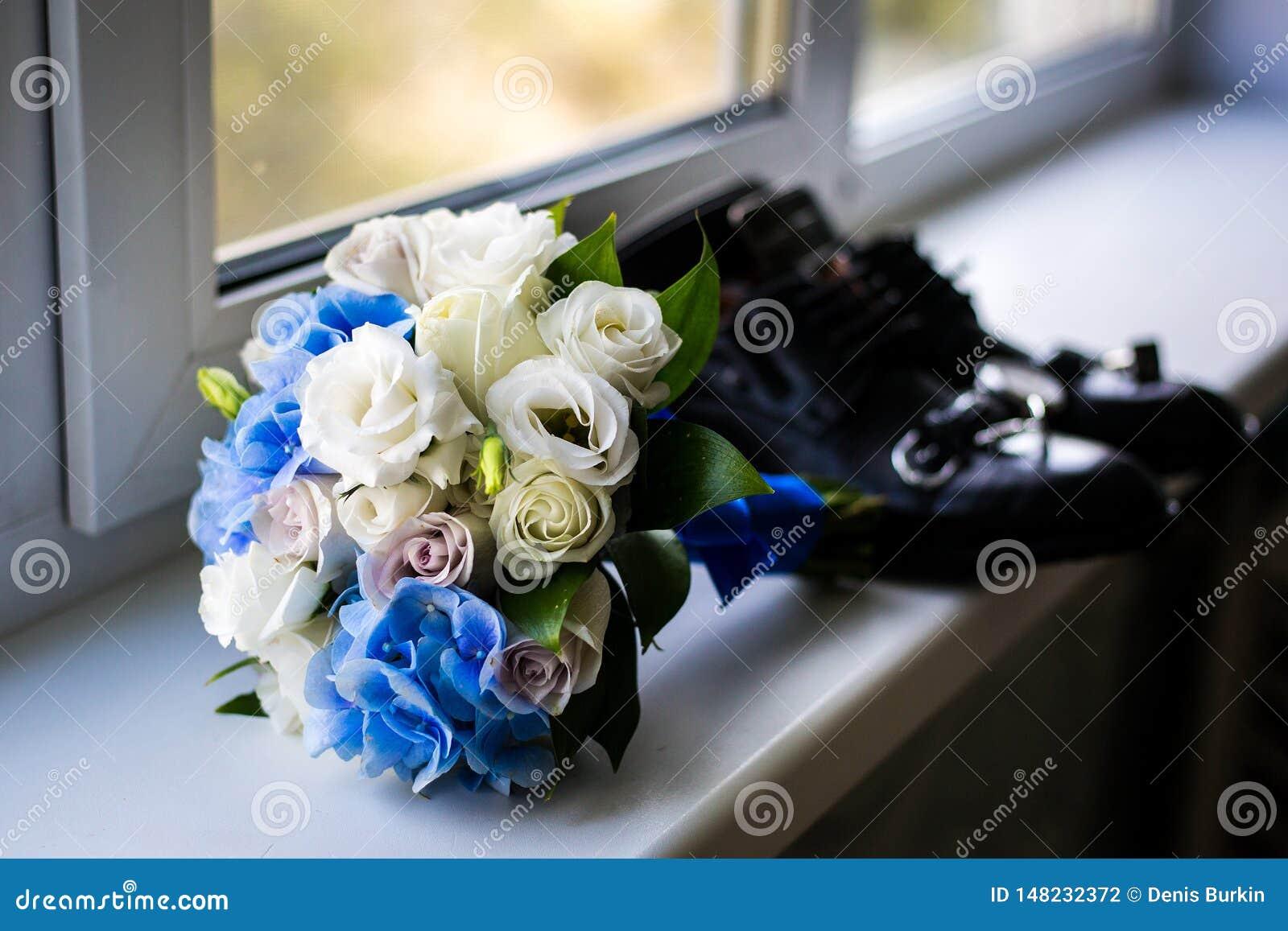 Ramo de la boda por la ventana las cualidades del novio Pares nuevamente casados las preparaciones del novio