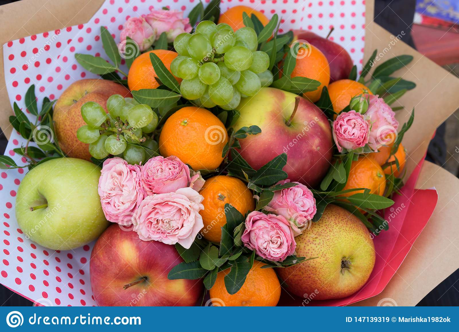 Ramo de la flor y de la fruta