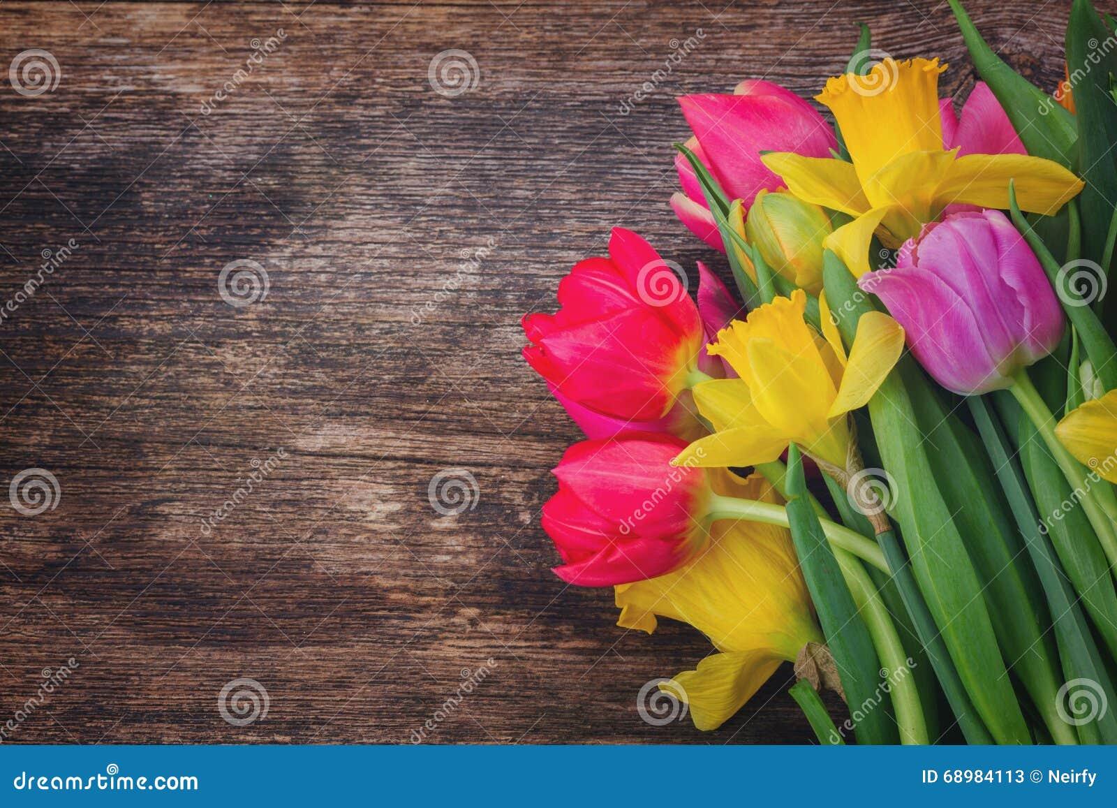 Ramo de tulipanes y de narcisos