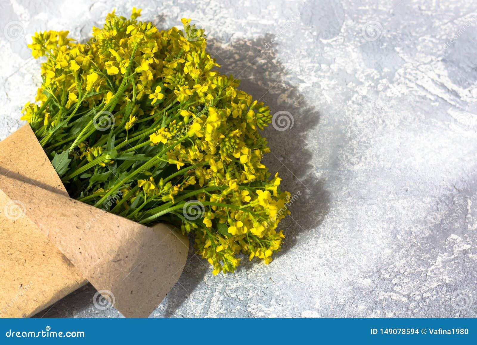 Ramo de wildflowers amarillos
