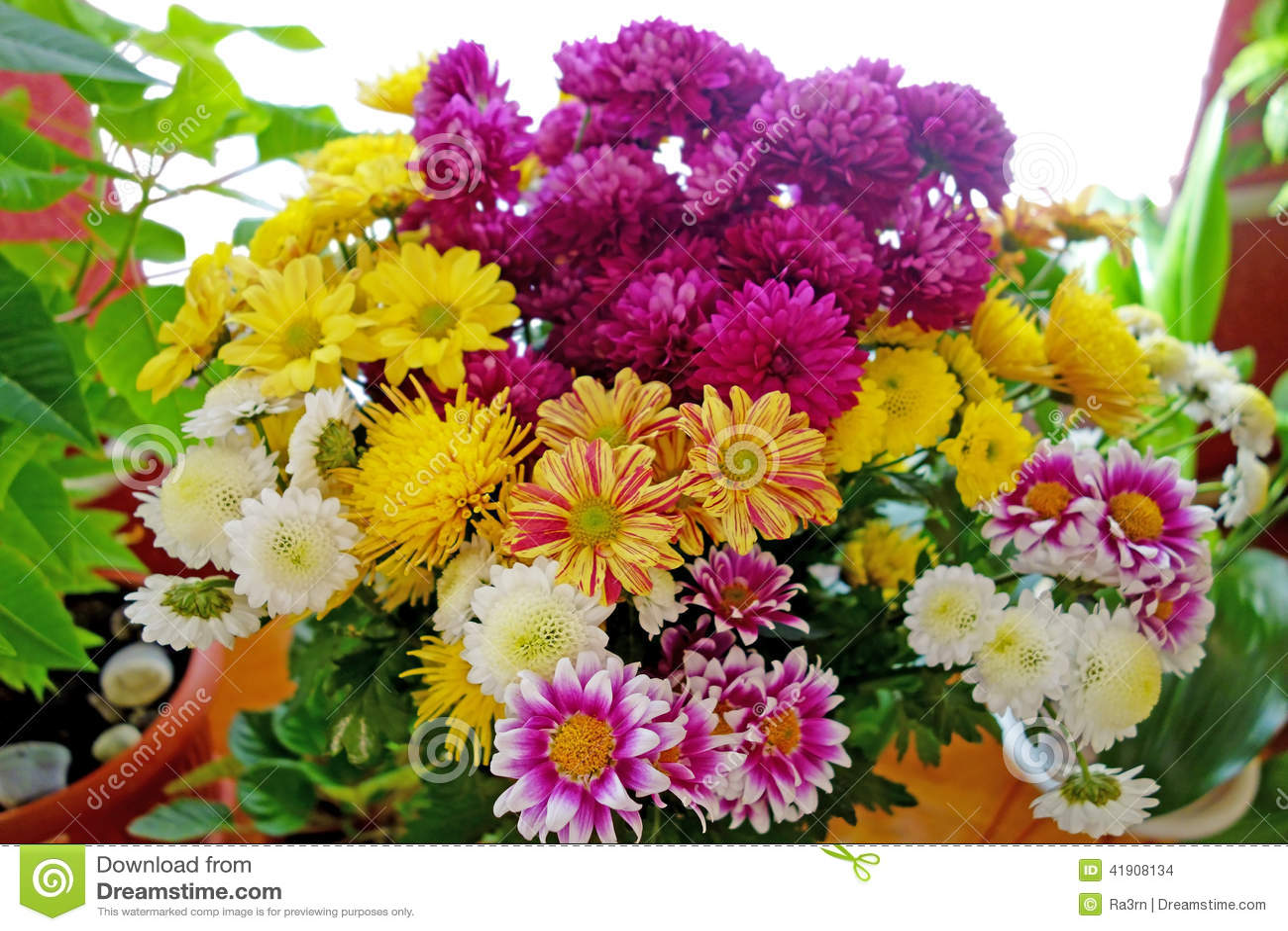 Ramo Grande De Flores Hermosas Foto De Archivo