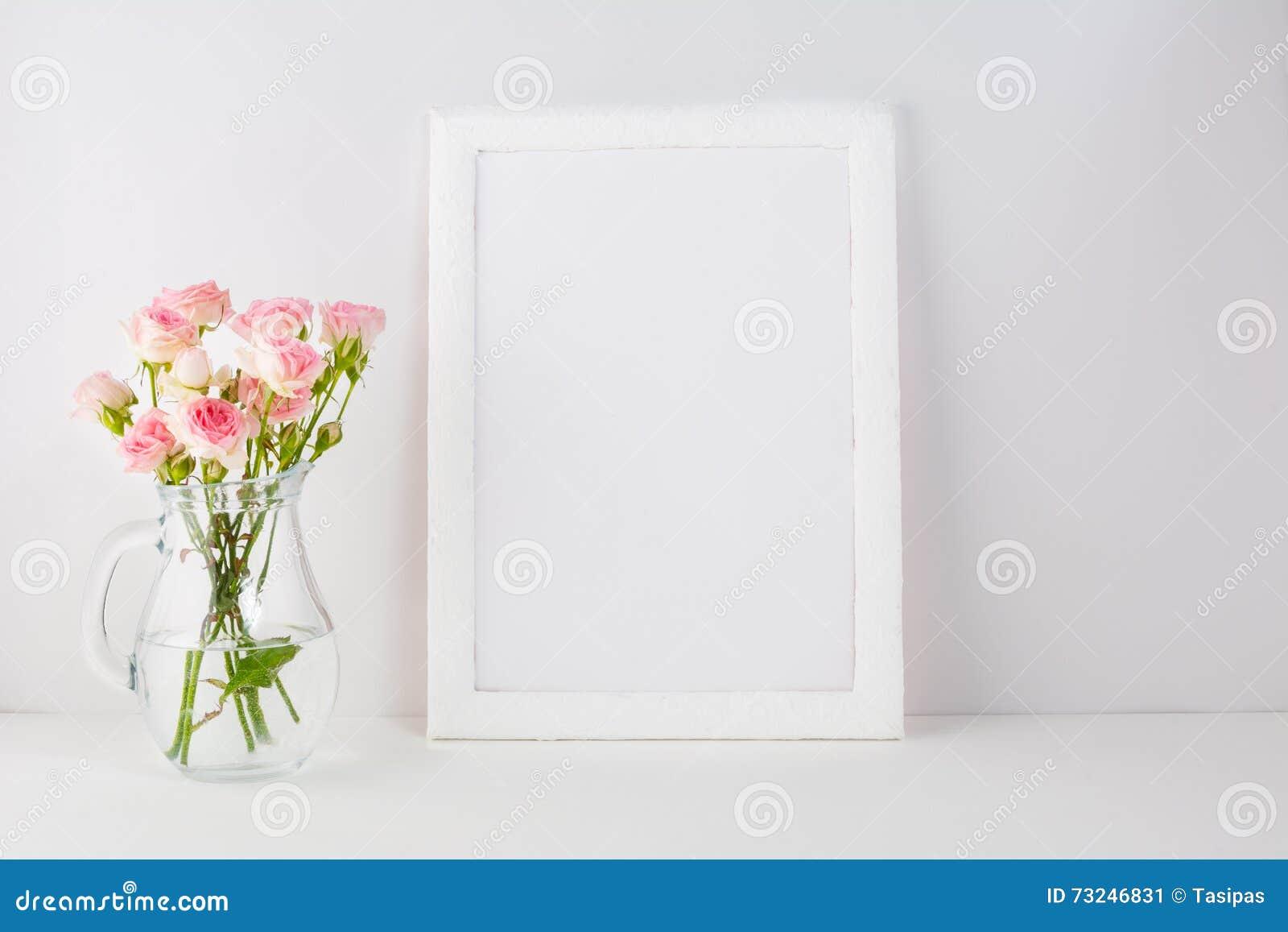 Ramowy mockup z różowymi różami