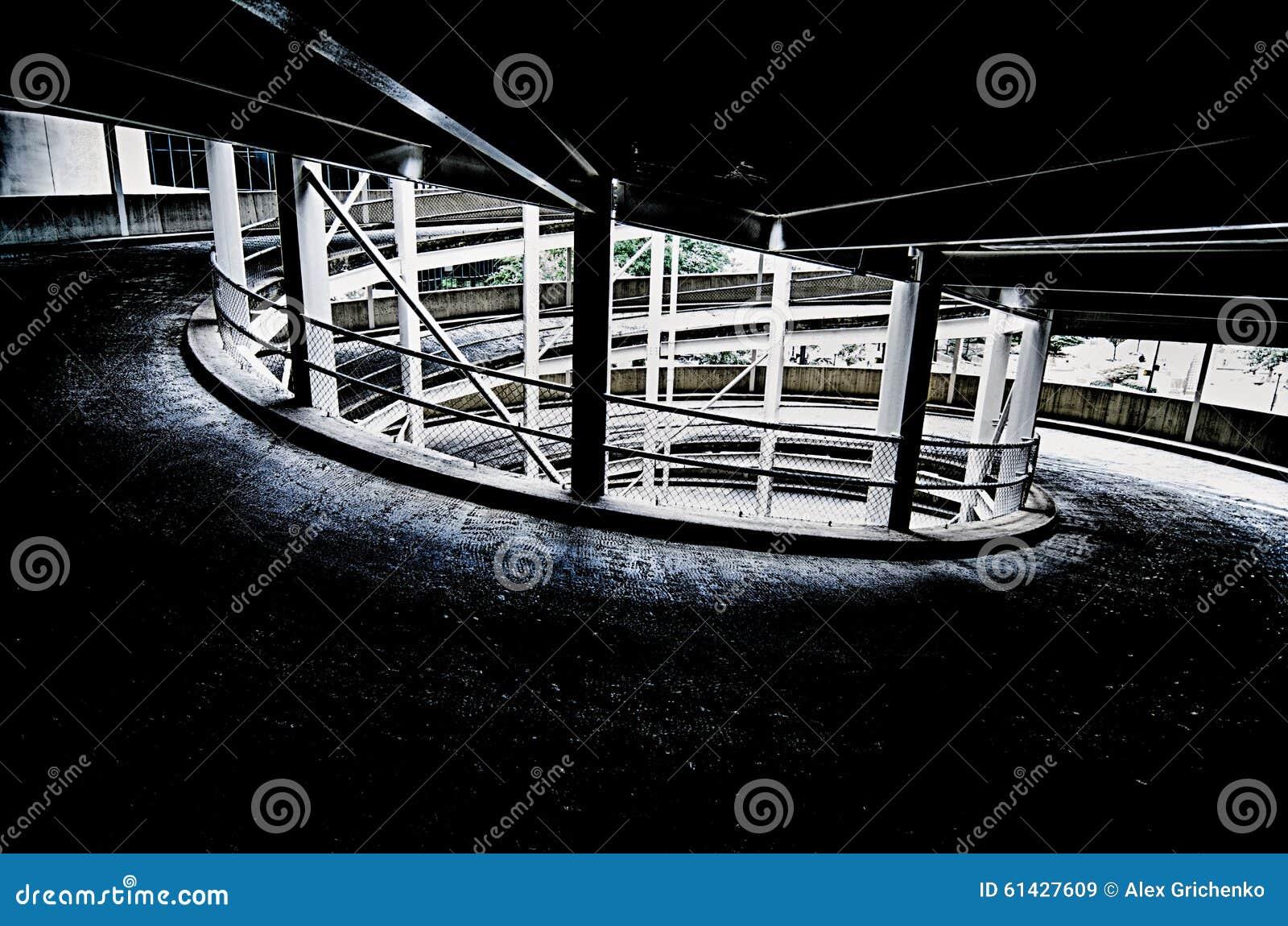 Rampa Espiral En La Salida De Varios Pisos Del