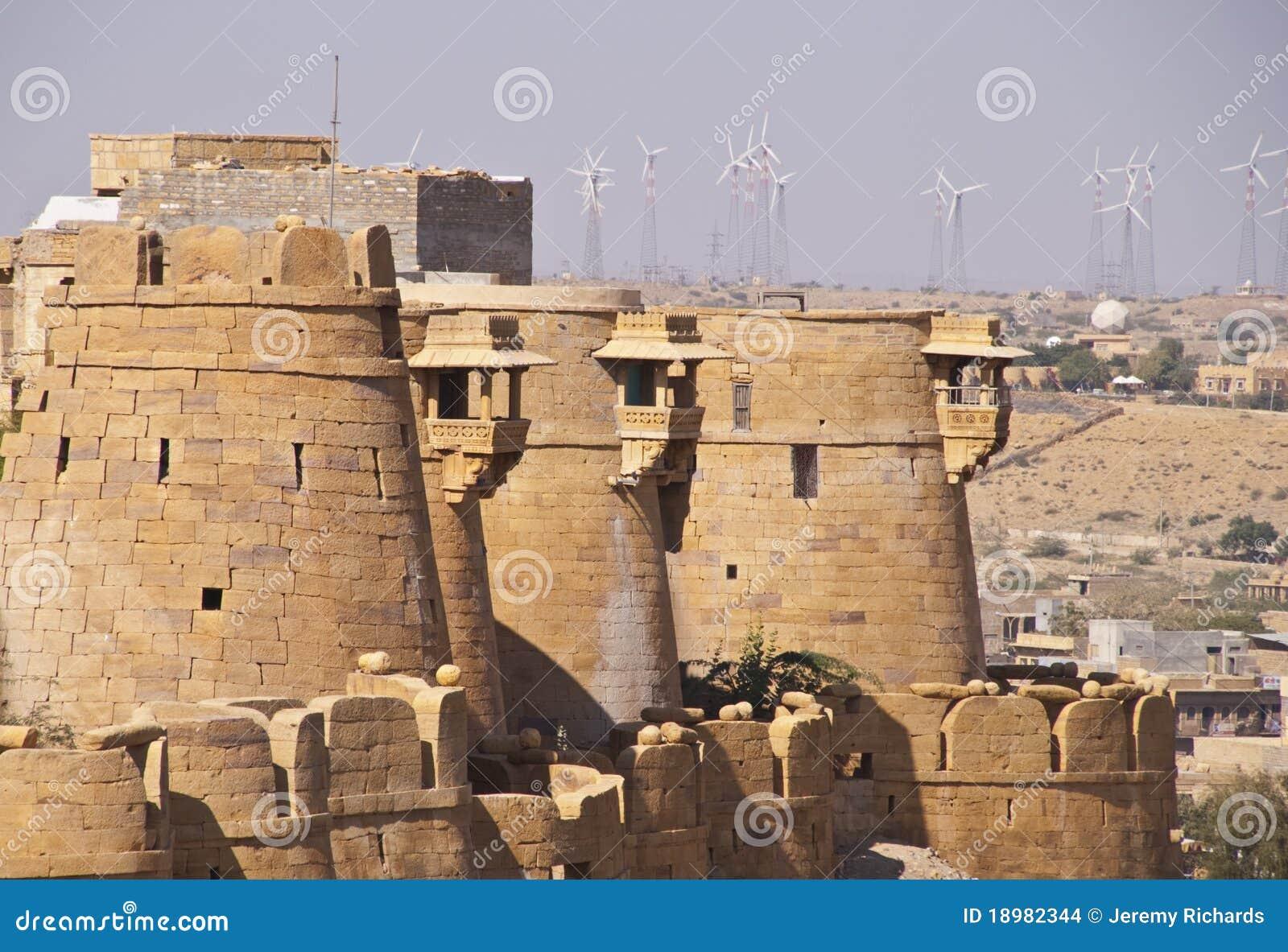 Ramparts di pietra antichi della fortificazione di Jaisalmer