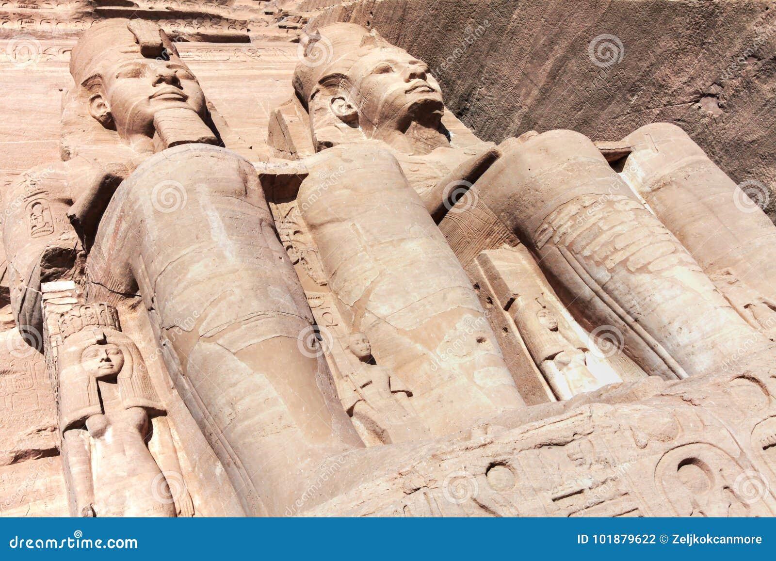 Ramses II Standbeeld in Abu Simbel Unesco World Heritage-Plaats Egypte