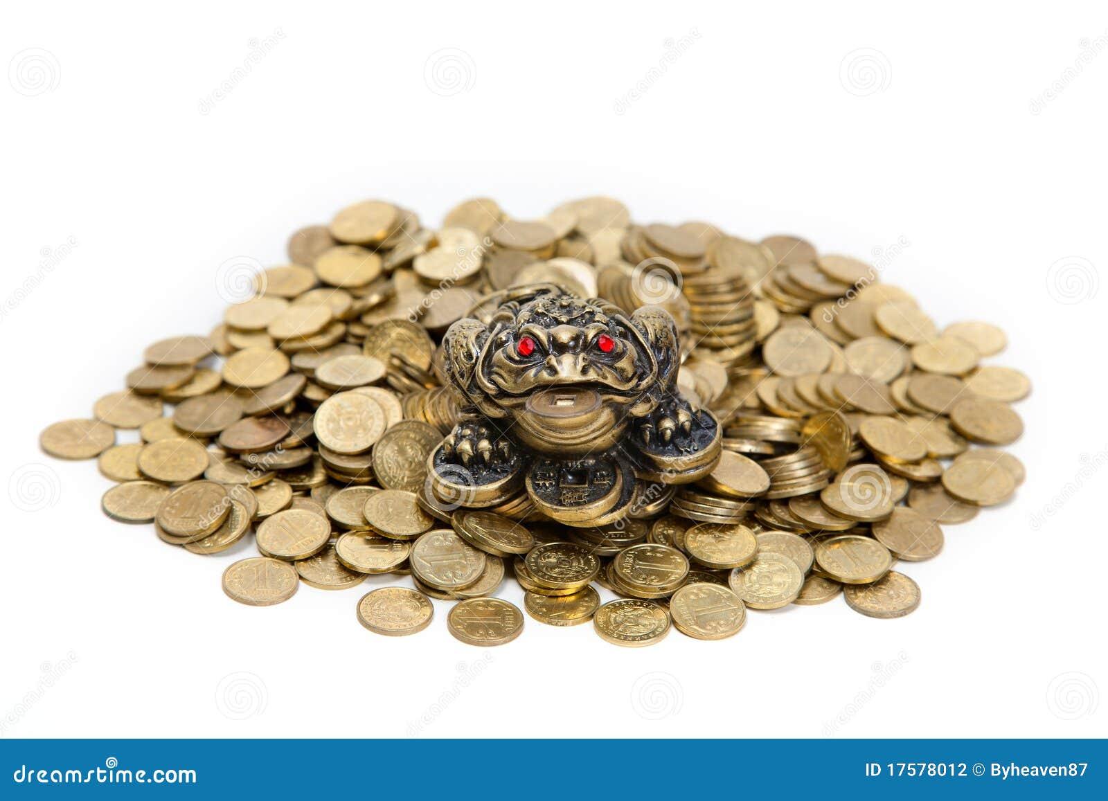 Rana de feng shui que se sienta en el mont n de monedas - Rana de tres patas feng shui ...