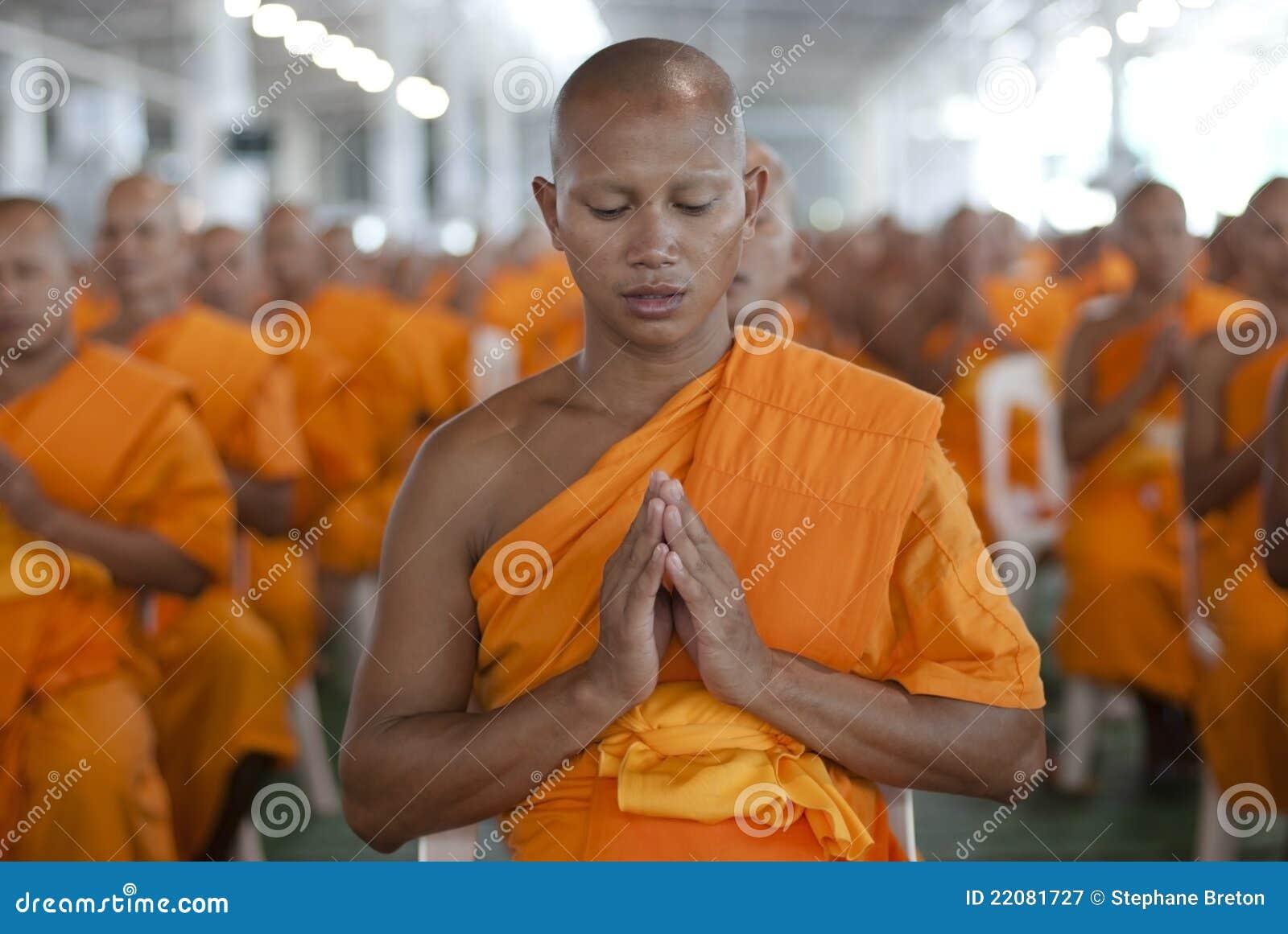 Rana pescatrice buddista in Tailandia