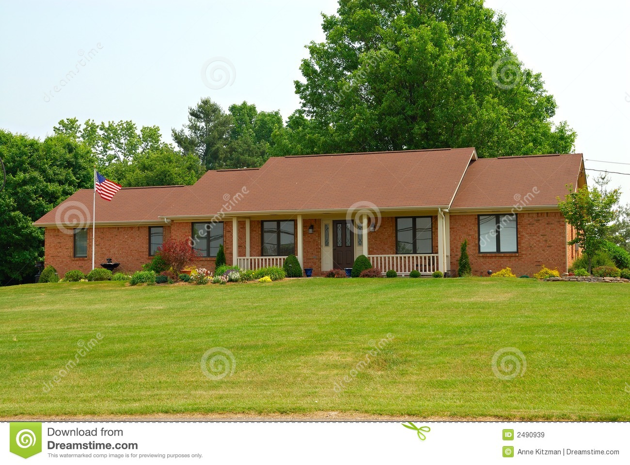 Ranch style home royalty free stock images image 2490939 for Single family ranch style homes