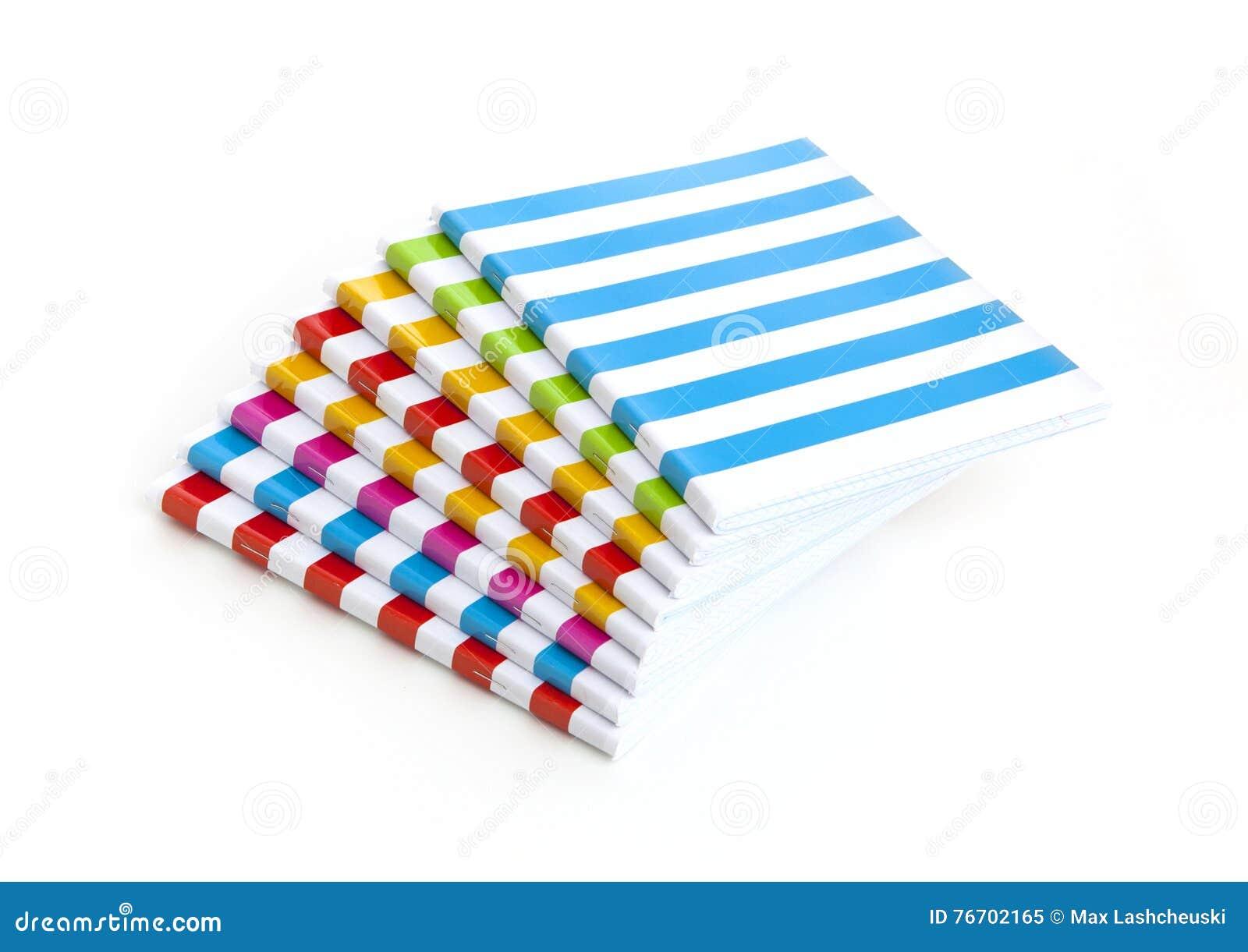 Randig färganteckningsbok som isoleras på vit bakgrund