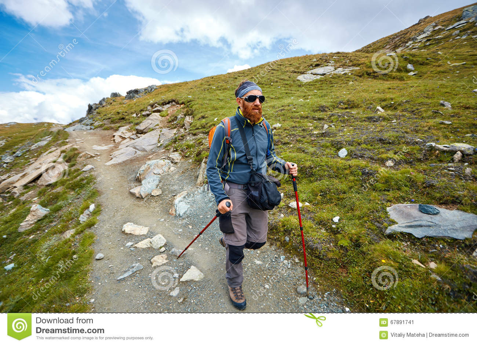 Randonneur dans les montagnes