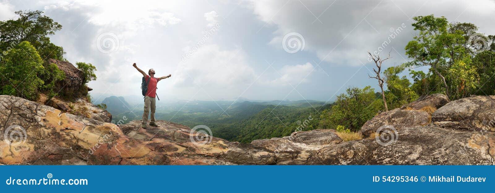 Randonneur sur la roche