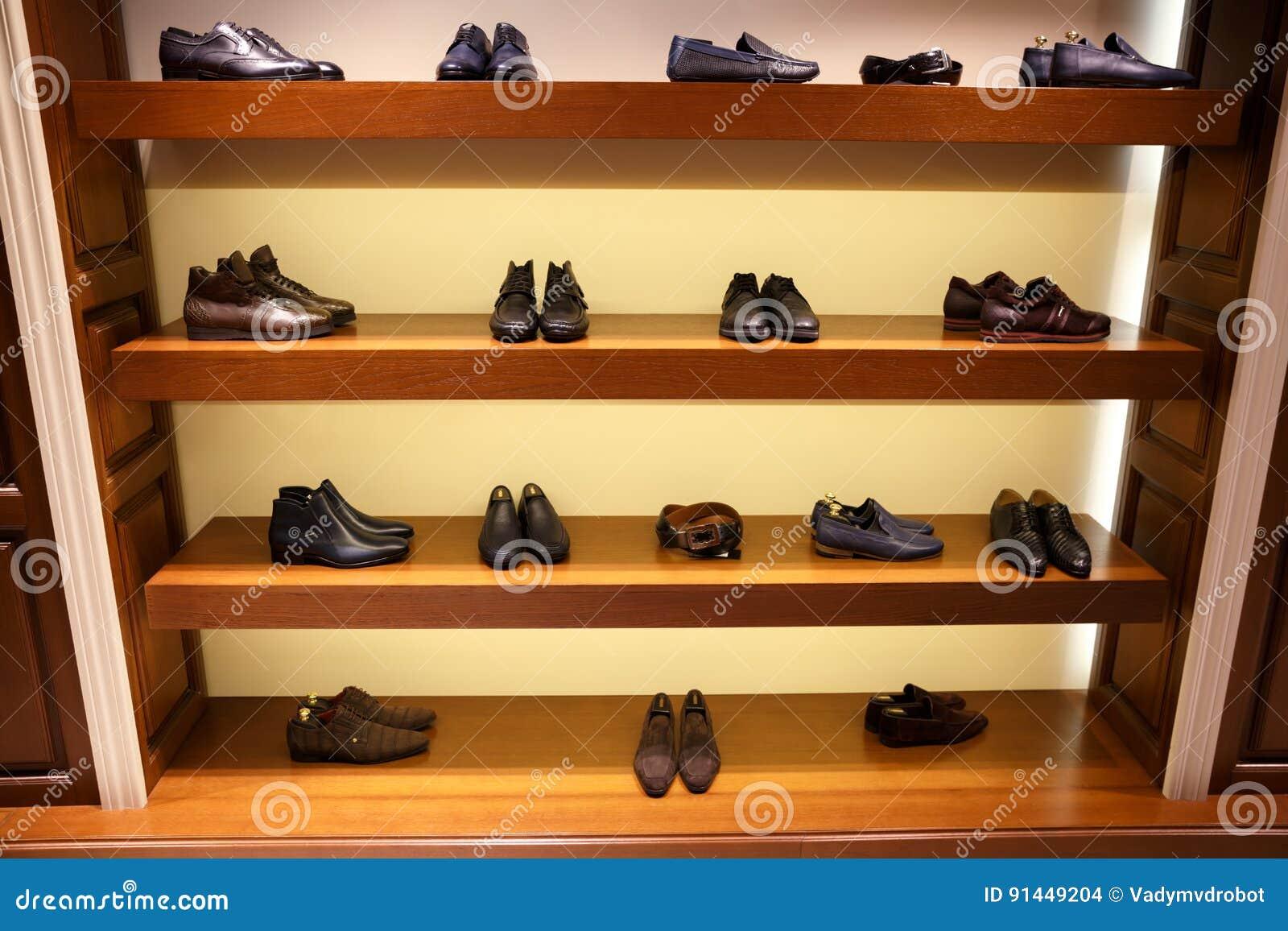 S ` De Rangée Sur L'homme Du Différentes Chaussures POknw0
