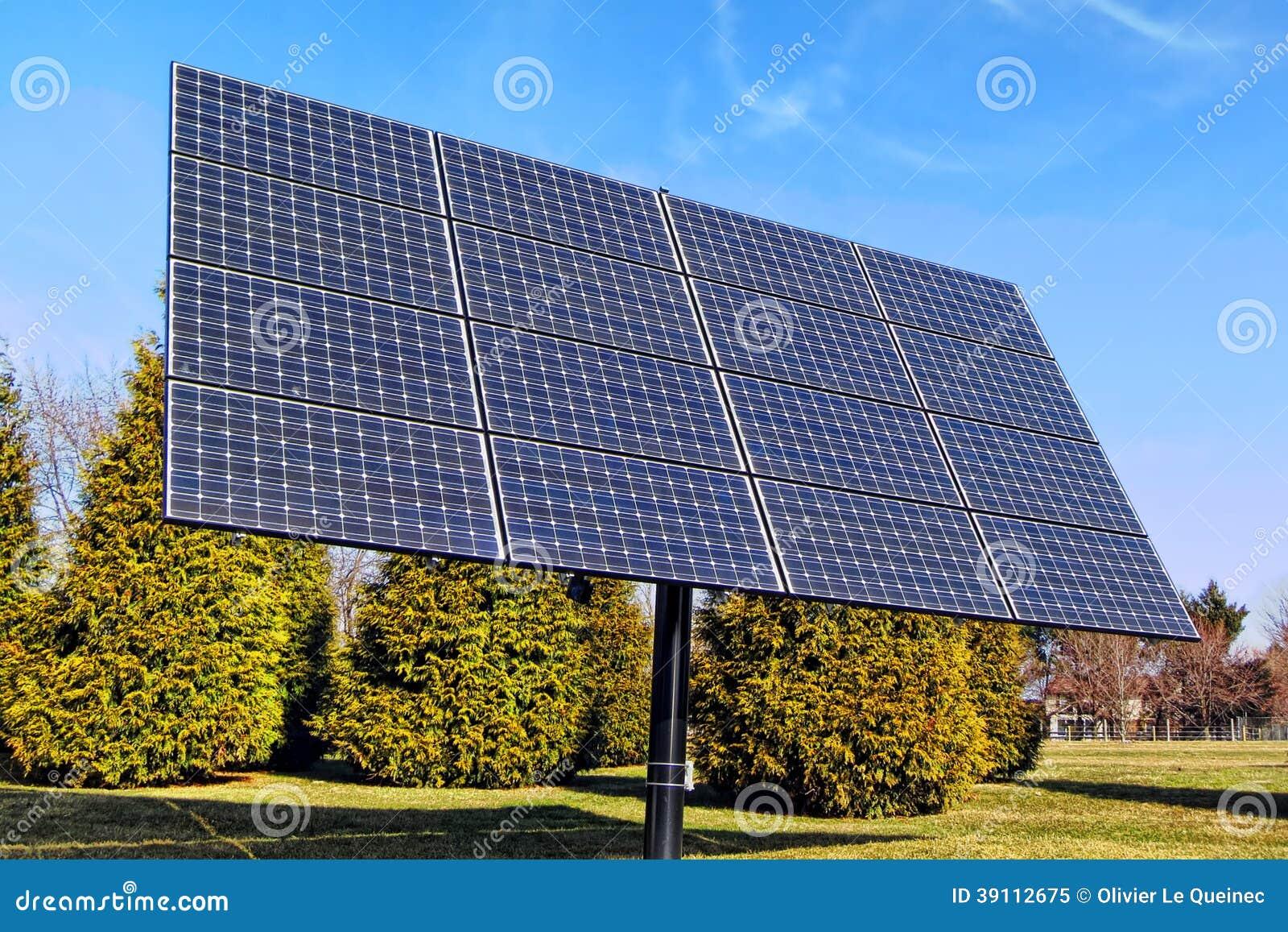 Rang e photovolta que de panneaux solaires d 39 nergie lectrique photo sto - Prix d un panneau photovoltaique ...