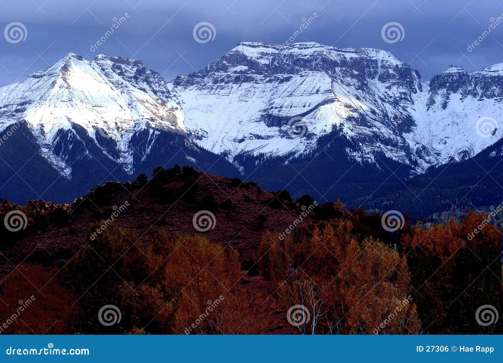 Download Rango de montaña foto de archivo. Imagen de cubo, caída - 27306