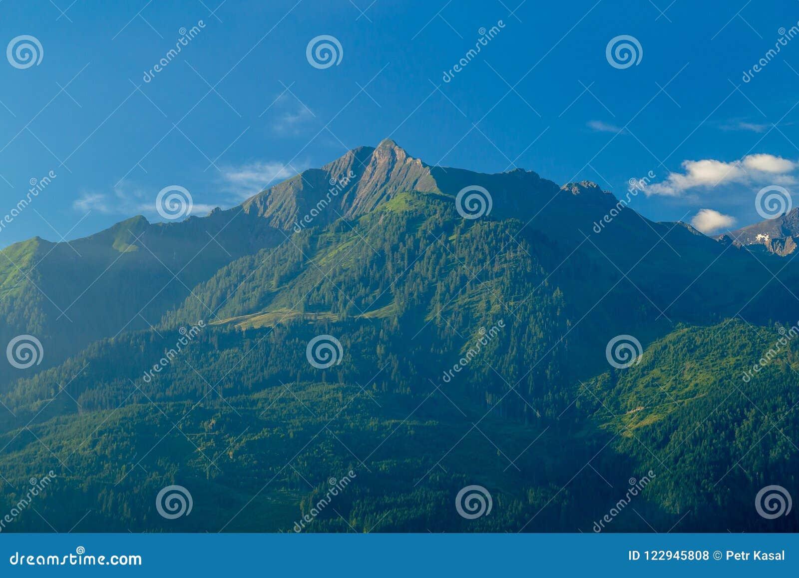Ranku widok góra Imbachhorn Nad Kaprun