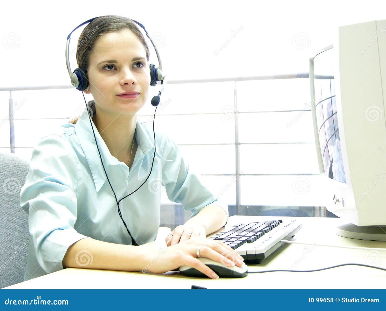 Rapariga 2 do serviço de informações