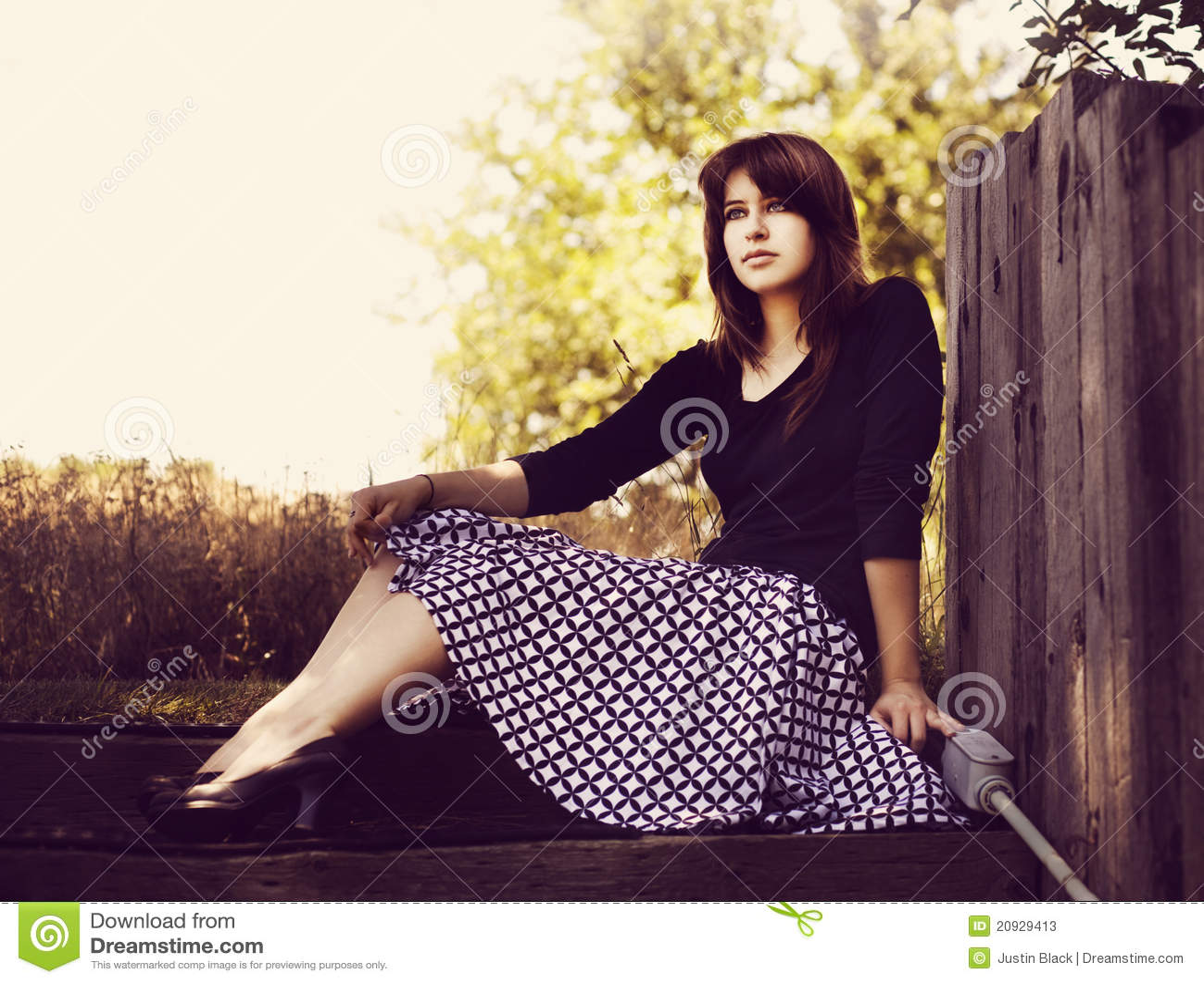 Rapariga com saia retro