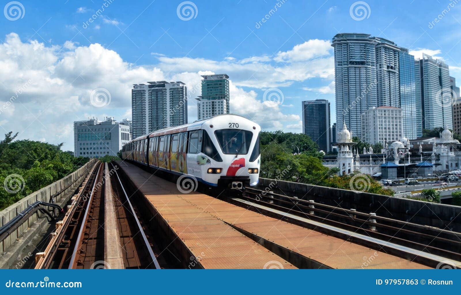 Rapida chilolitro - treno leggero della ferrovia in Kuala Lumpur, Malesia