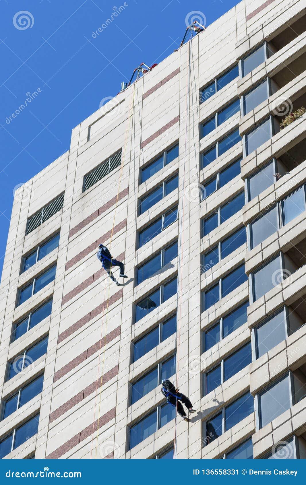 Rappelling ner Plaza Towers på Art Prize