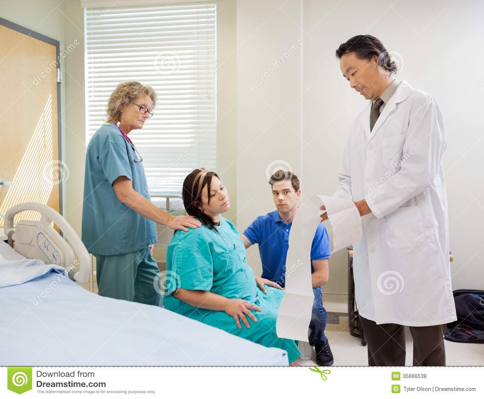 Rapport de docteur Explaining Fetal Monitor à enceinte
