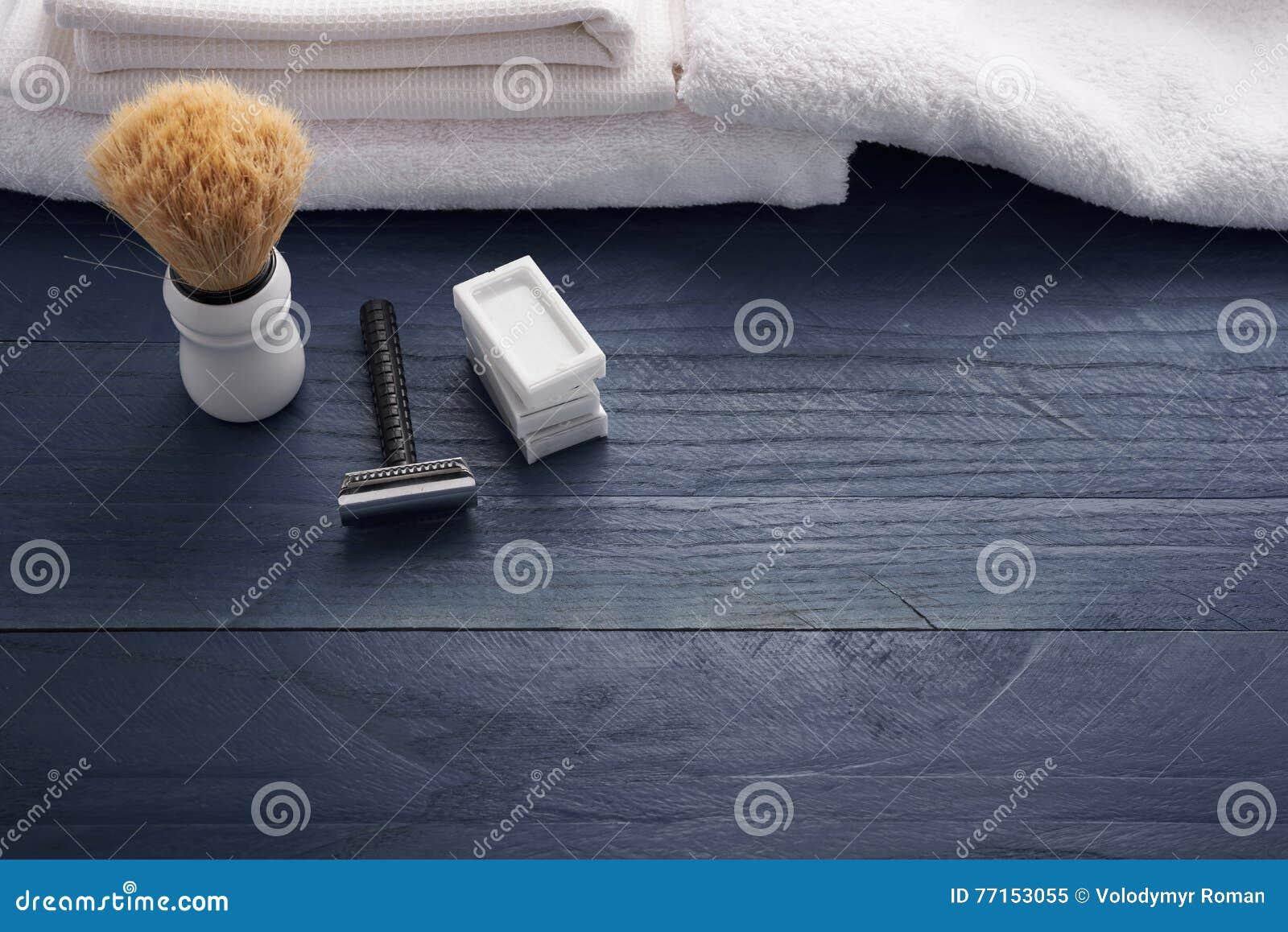 Rasage du rasoir et de la brosse