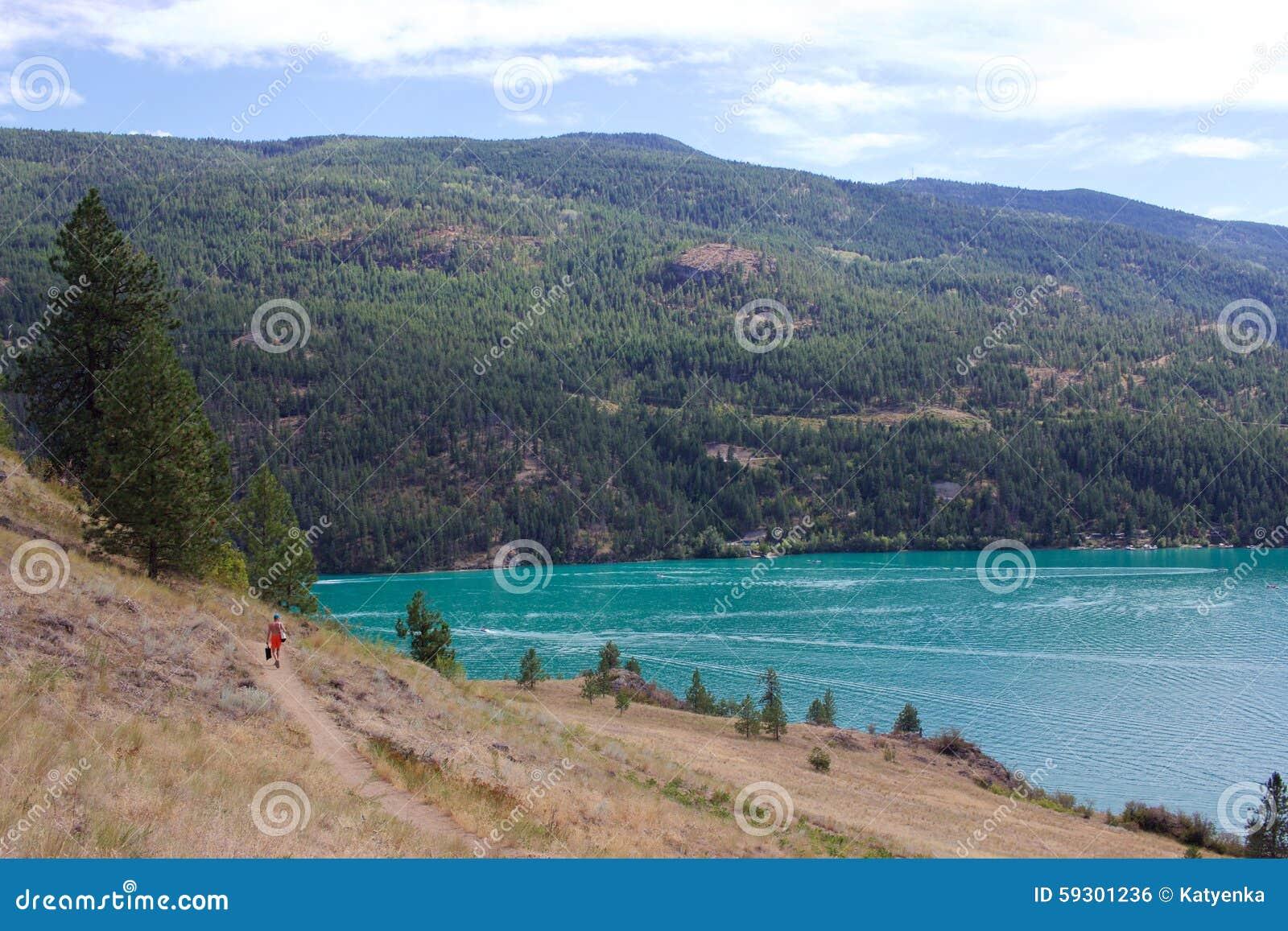 Rastro a la bahía de Cosens, parque provincial del lago Kalamalka, Vernon, Canadá