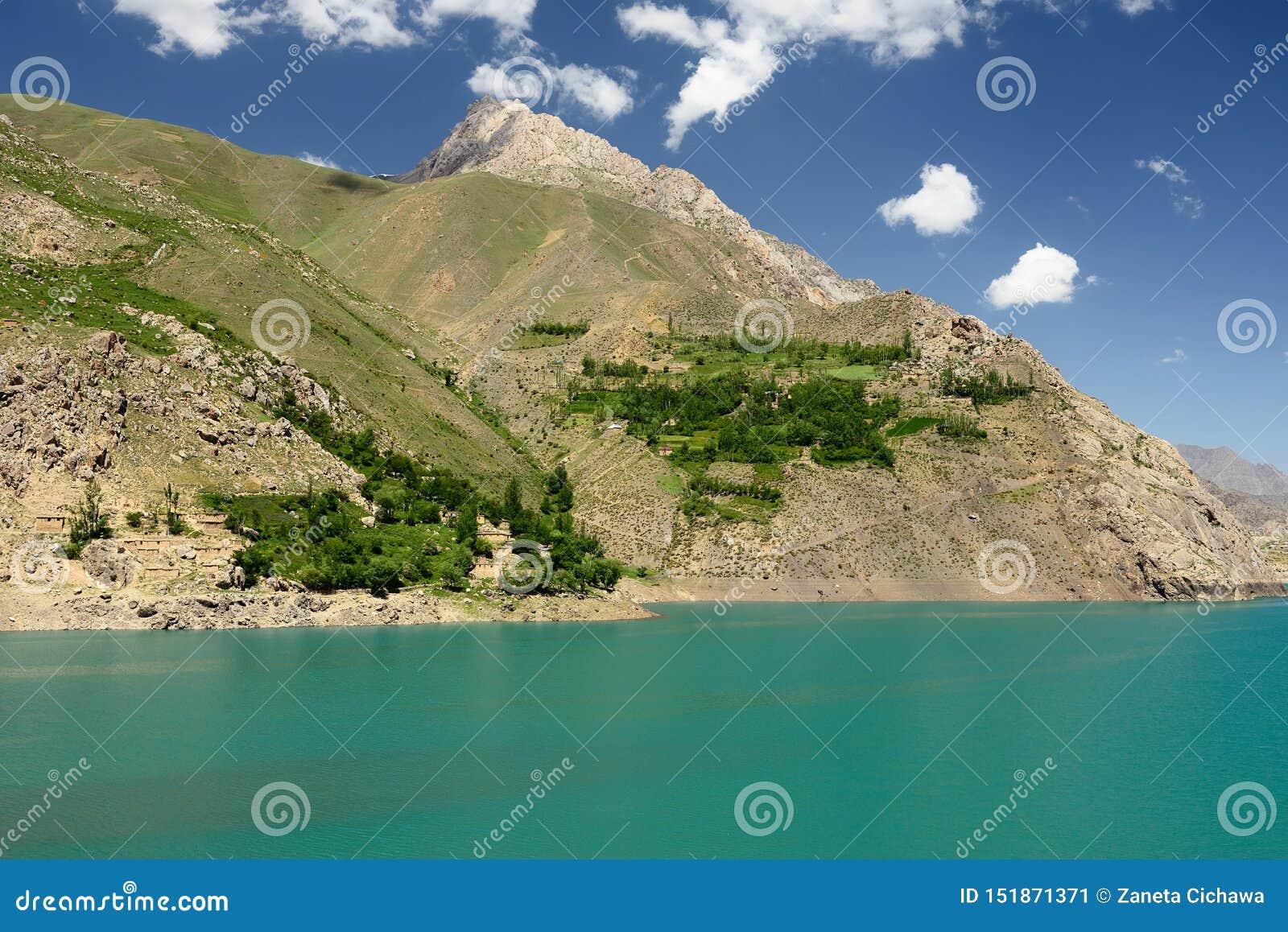 Rastros de los lagos en las montañas de la fan, Tayikistán mango-Kul siete